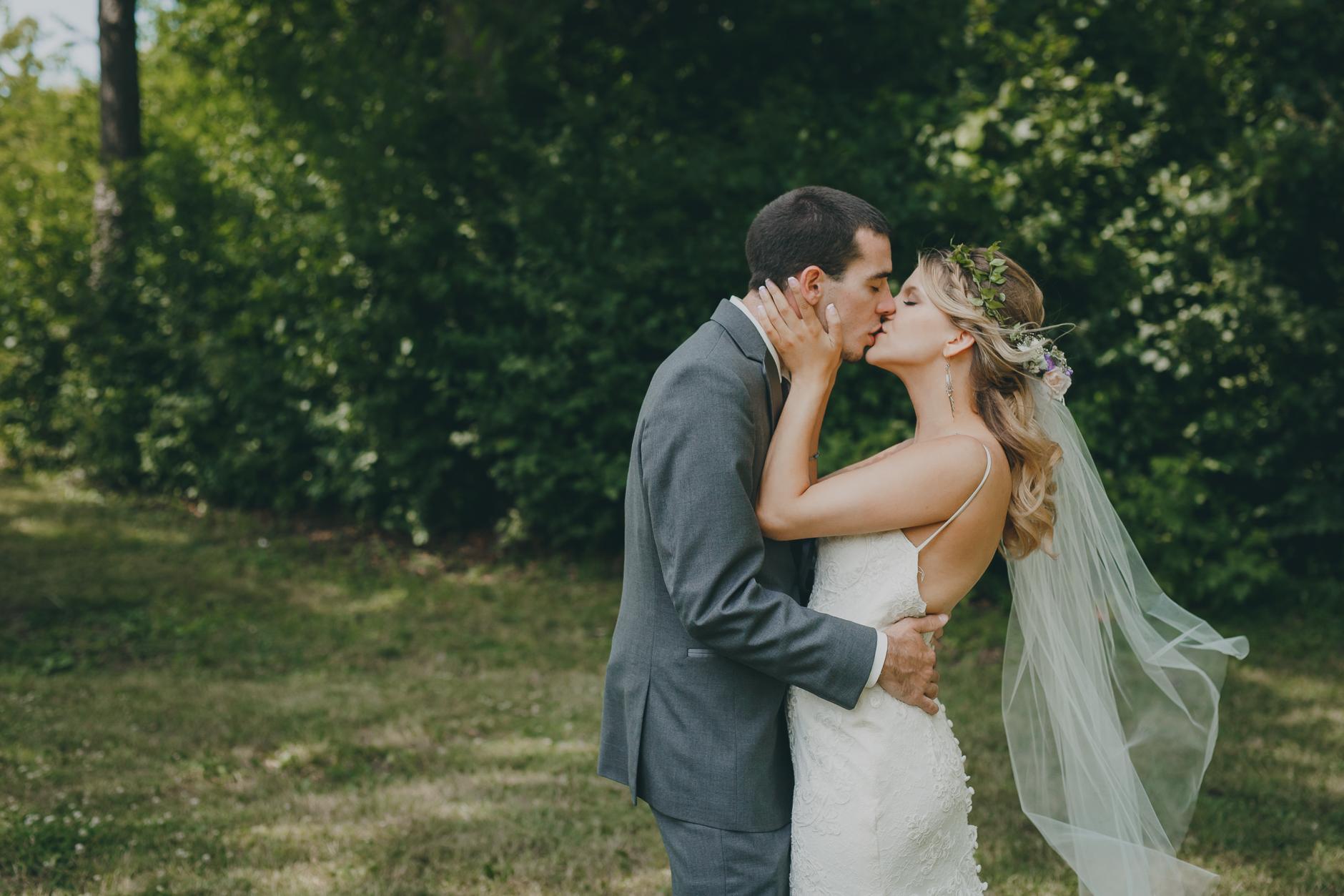 Best_Buffalo_NY_Wedding_photographer_035.jpg