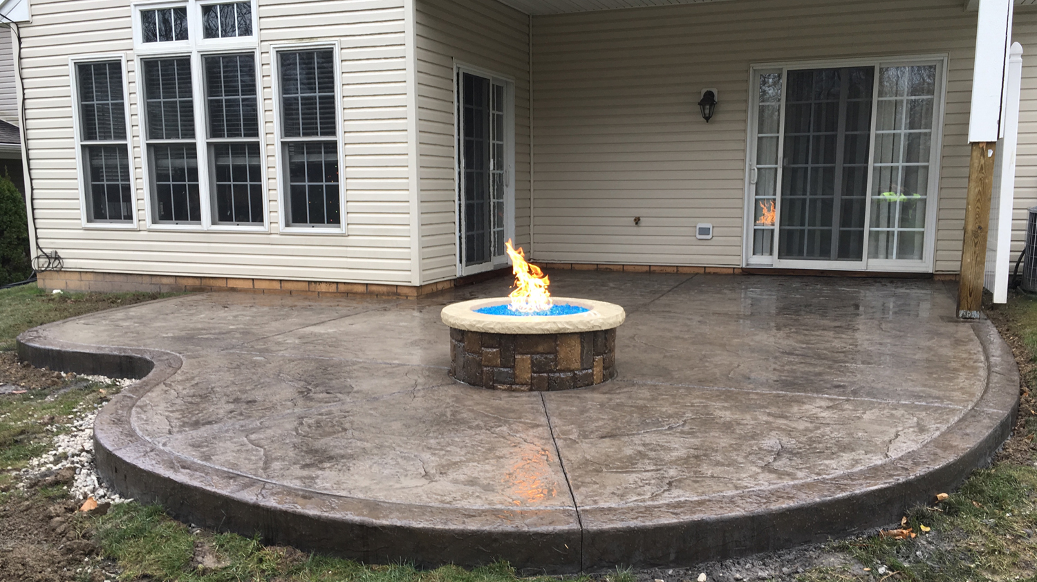 Taupe integral color, 70% Nutmeg/30% Dark Gray releases, Nutmeg border and a custom stained natural gas fire pit.