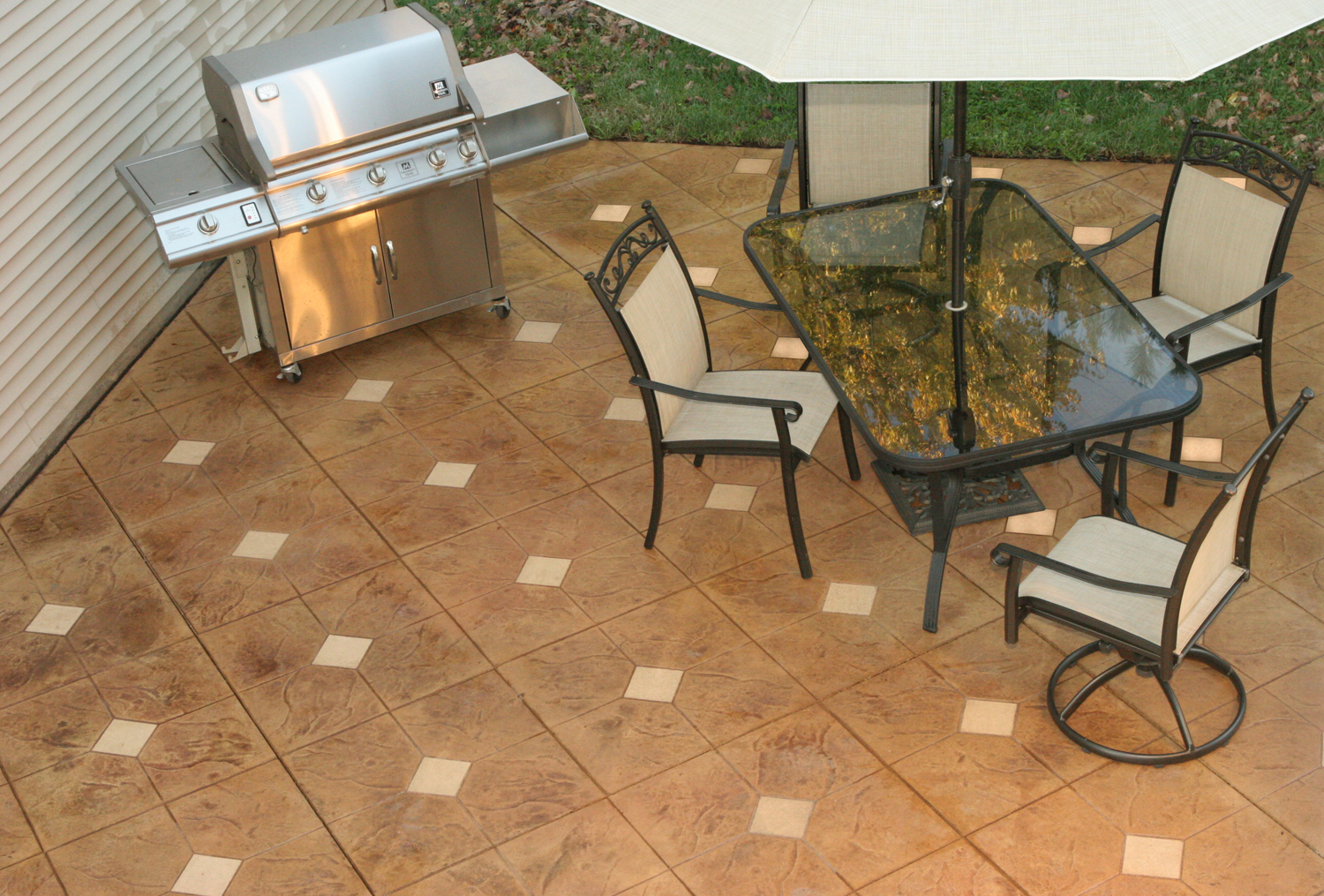 "Legacy 14"" Tile with 6"" insert, Solomon Colors Rosemary, Brickform RA Desert Tan, GemSeal"