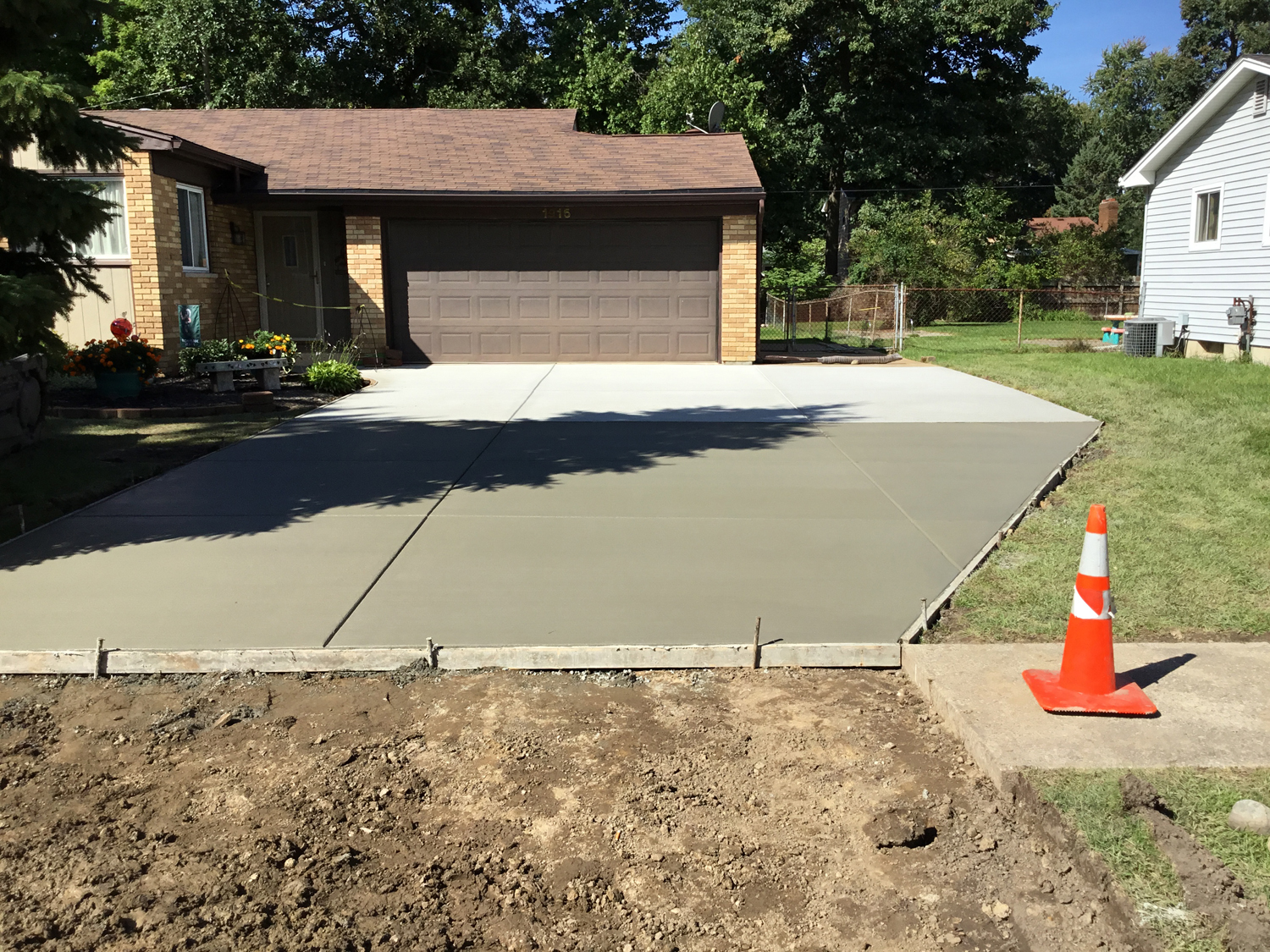 Just a regular driveway gray with sealer know color