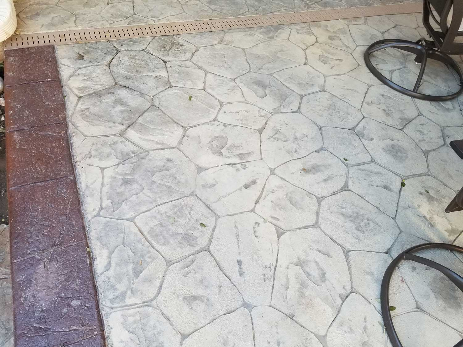 We made a back yard patio with a border. We used Random Stone Stamps with a Ash white Hardener and Sandy Buff Antique Release. For the border we used a Brick Red Hardener with brick red antique release