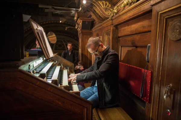 Chris plays the Allegro from Widor's Symphony 6 at La Madeleine