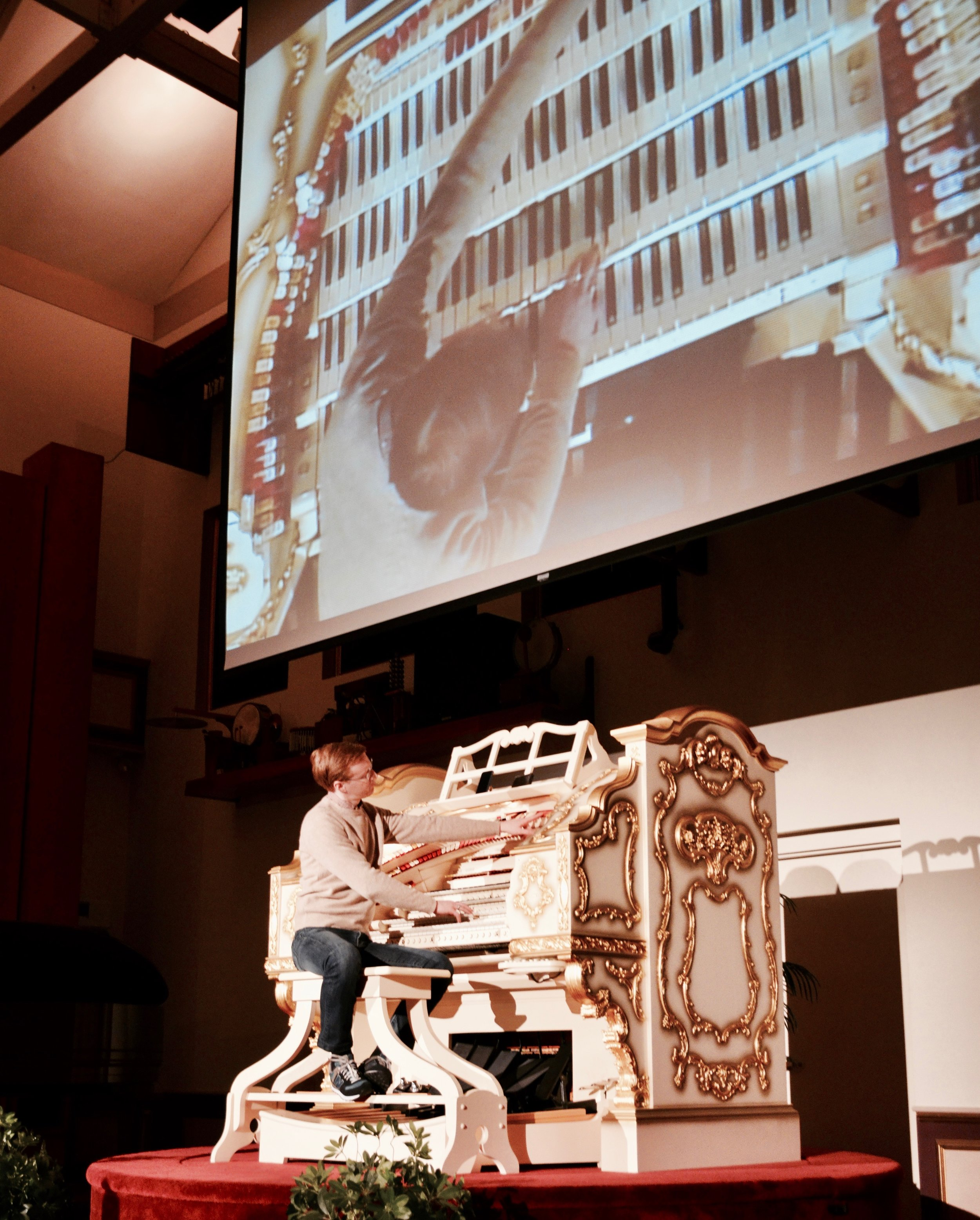 Jonathan Ortloff demonstrates the Wurlitzer