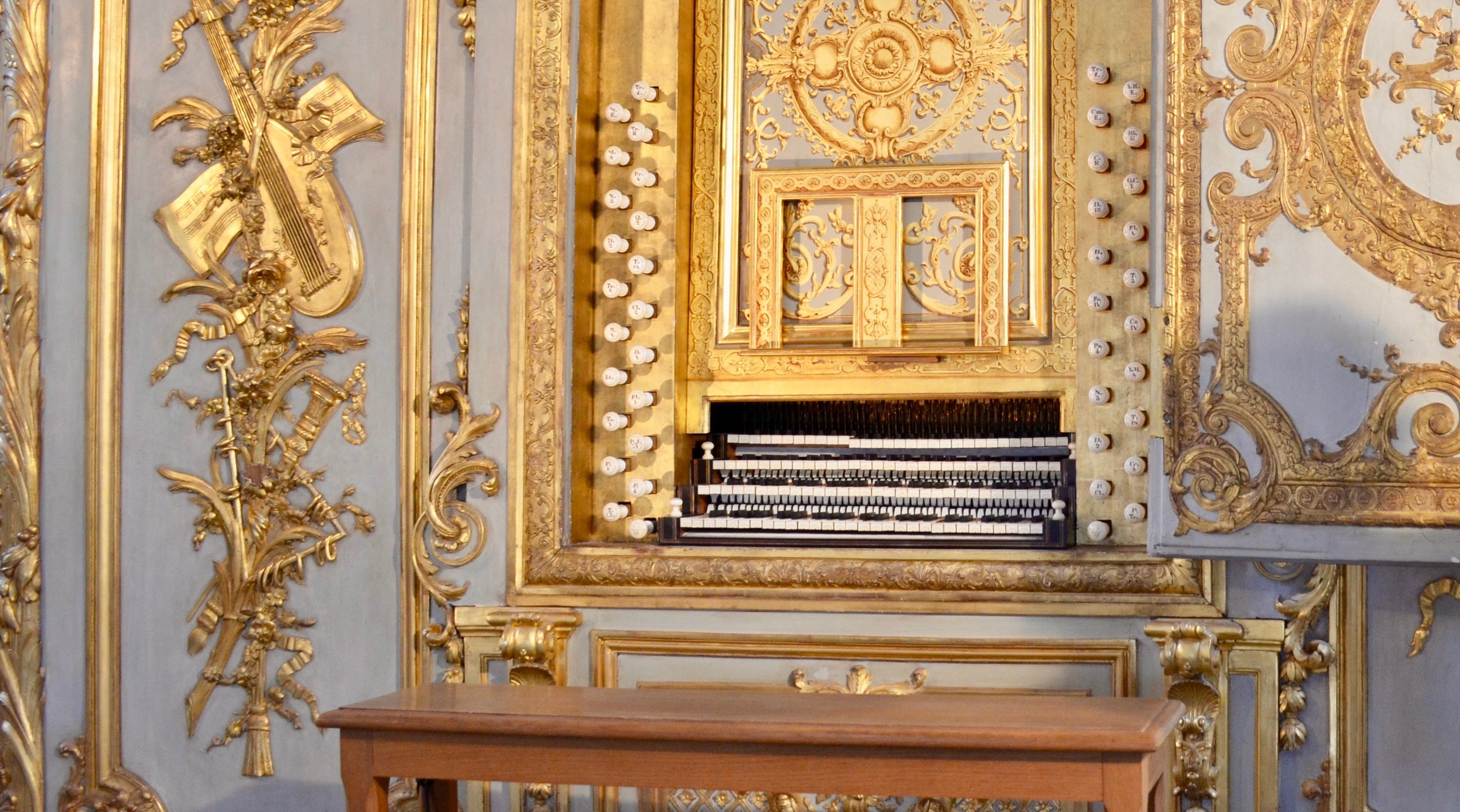 Keydesk of the La Chapelle Royale 0rgan