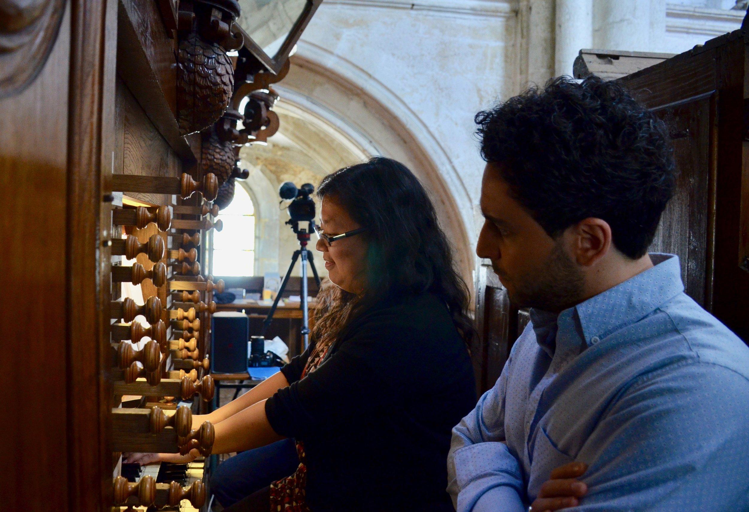 Jennifer plays the organ at Rozay-en-Brie!