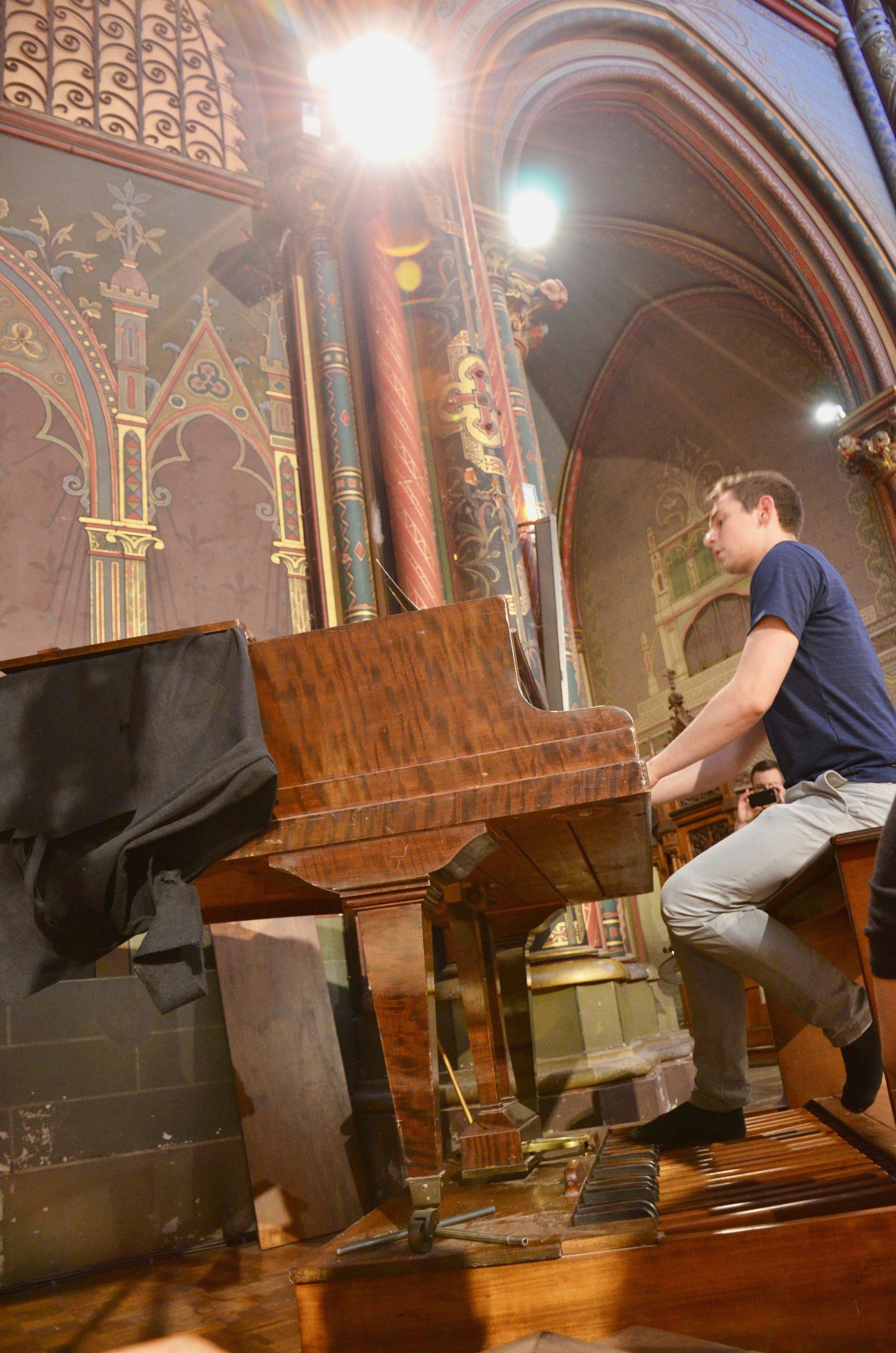 David von Behren performing a pedal-piano work of Schumann in the Gésu Church, Toulouse.