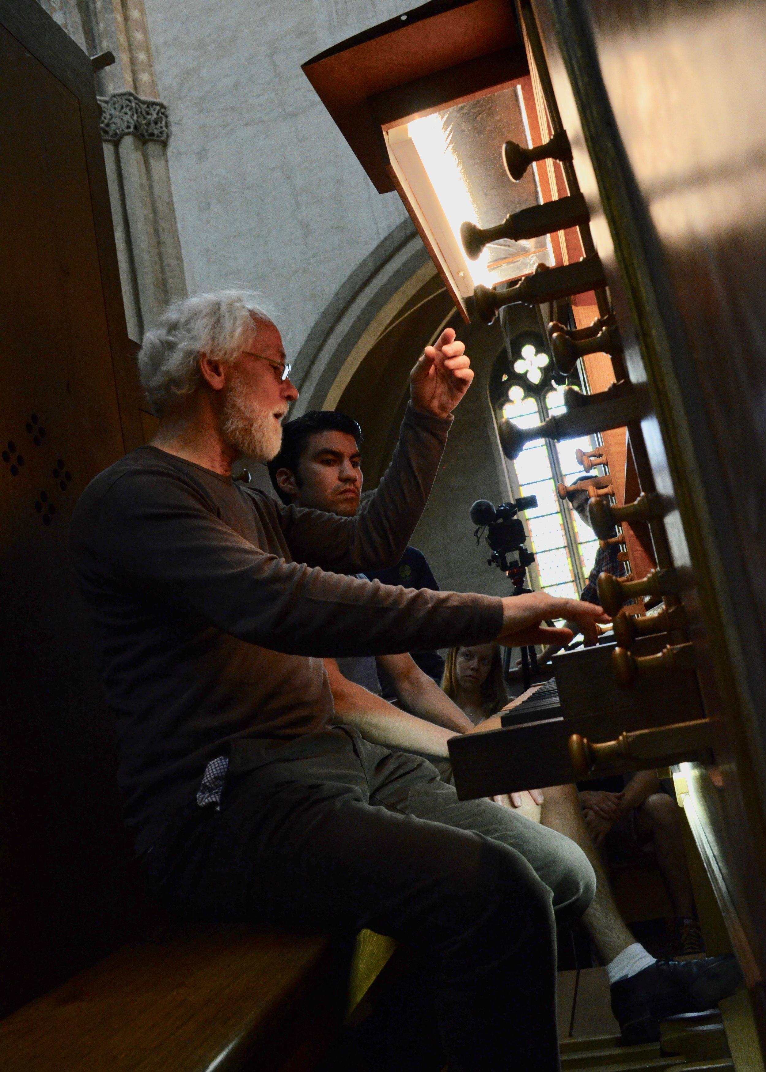 Jan Willem Jansen coaching Brandon Santini in Musee des Augustins.