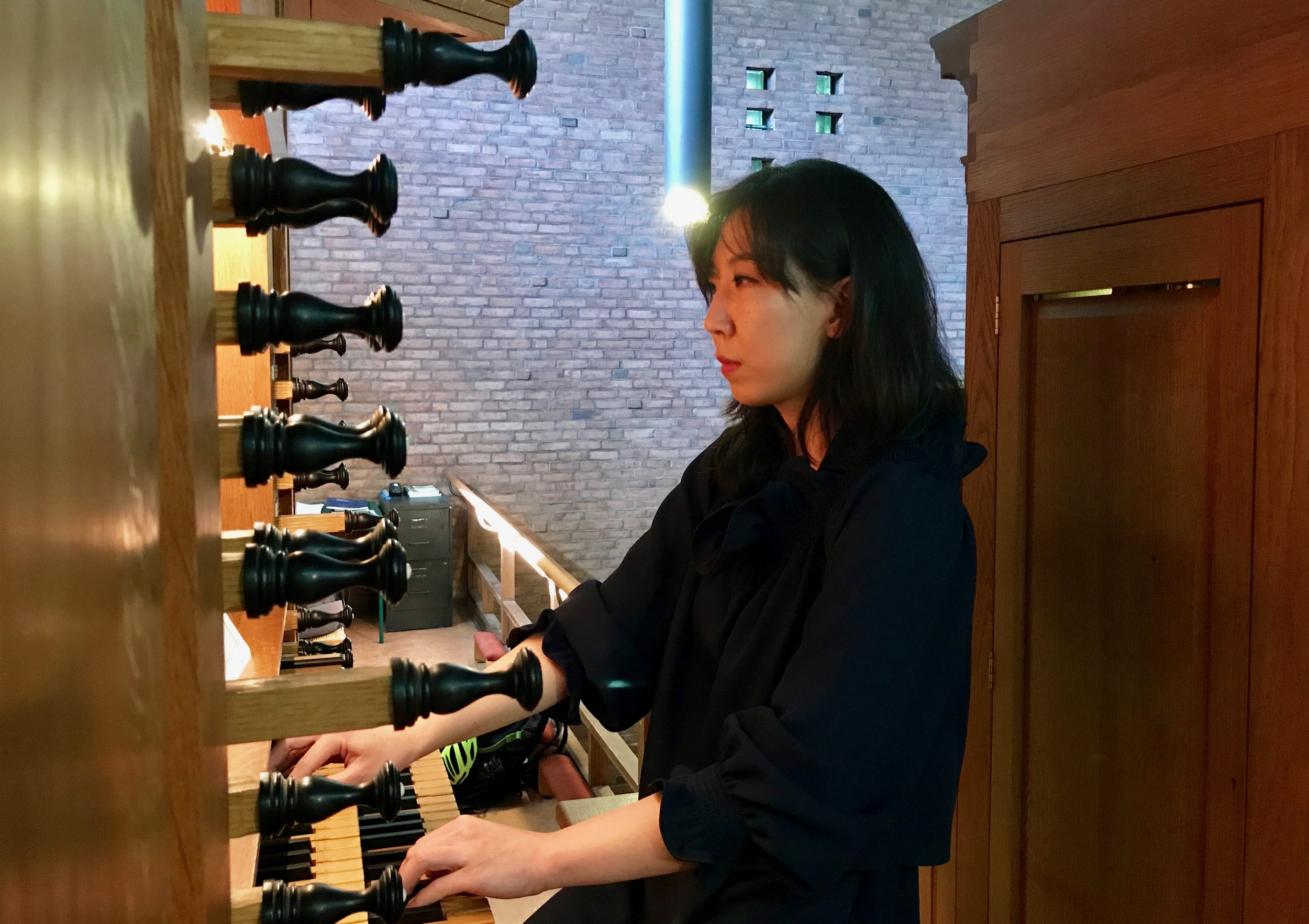Organist Grace Lee performs at First Lutheran Church. Boston Organ Studio