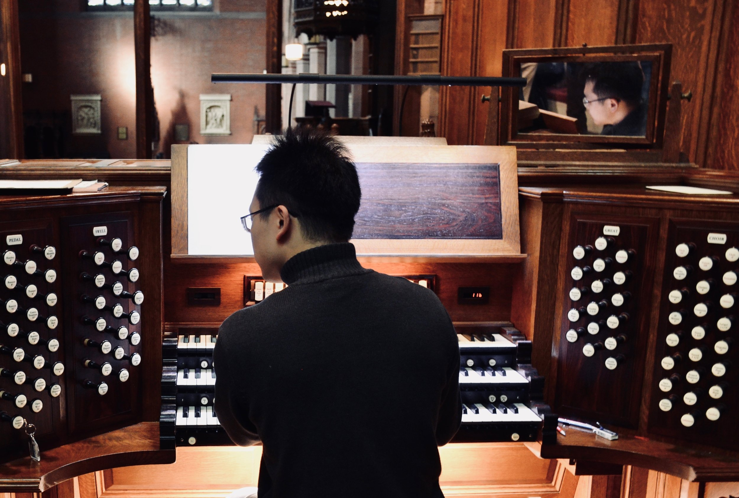 Adrian Cho at the console in Christ Church, New Haven.