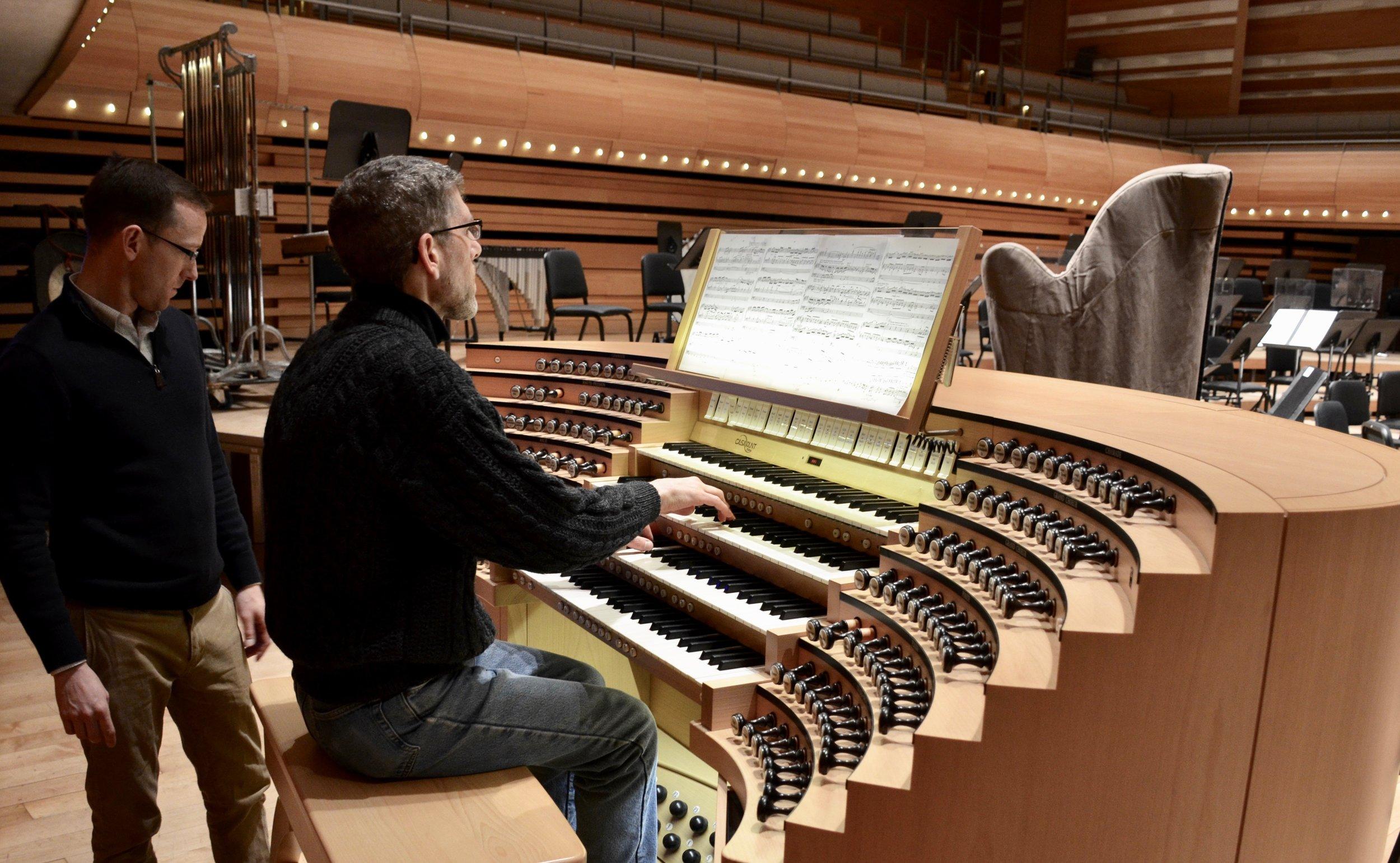 Chris Porter plays the Grand Orgue Pierre-Béique (Casavant) in Maison Symphonique, Montréal