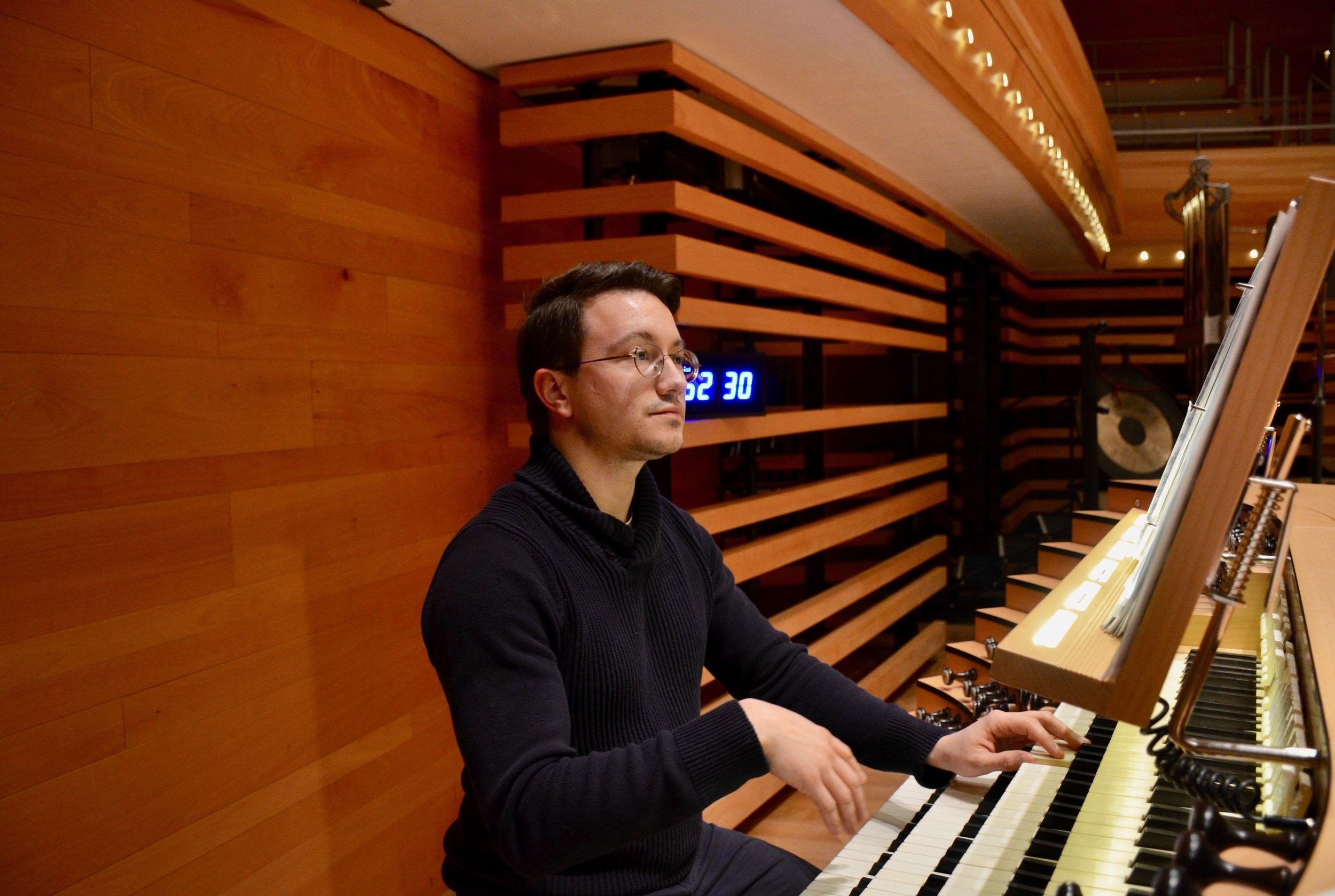 Corey de Tar plays the Grand Orgue Pierre-Béique (Casavant) in Maison Symphonique, Montréal