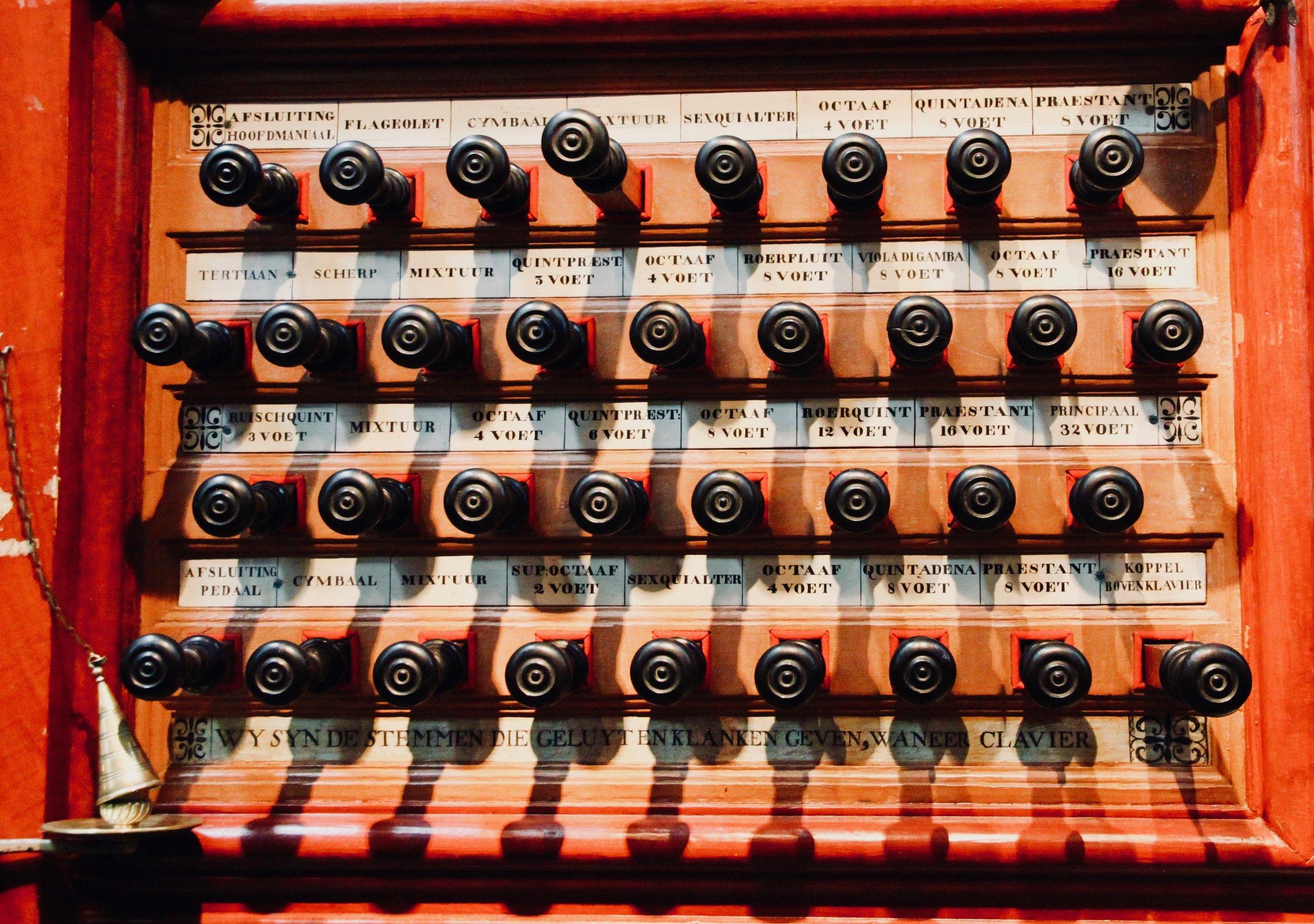 Stop knob detail, Muller organ, St-Bavo, Haarlem.