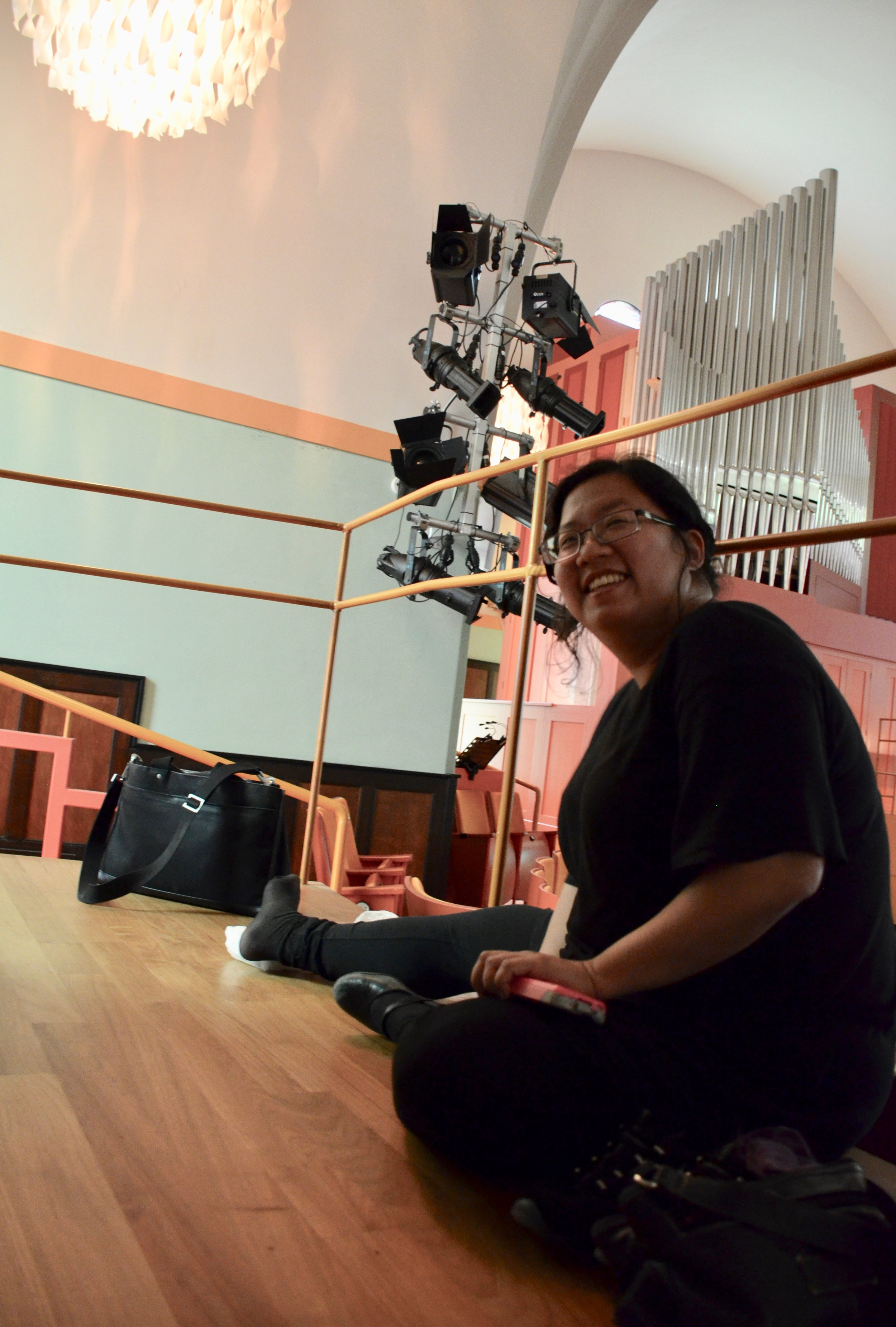 Despite a sprained ankle, Jennifer Hsiao is all smiles at Orgelpark. Boston Organ Studio.