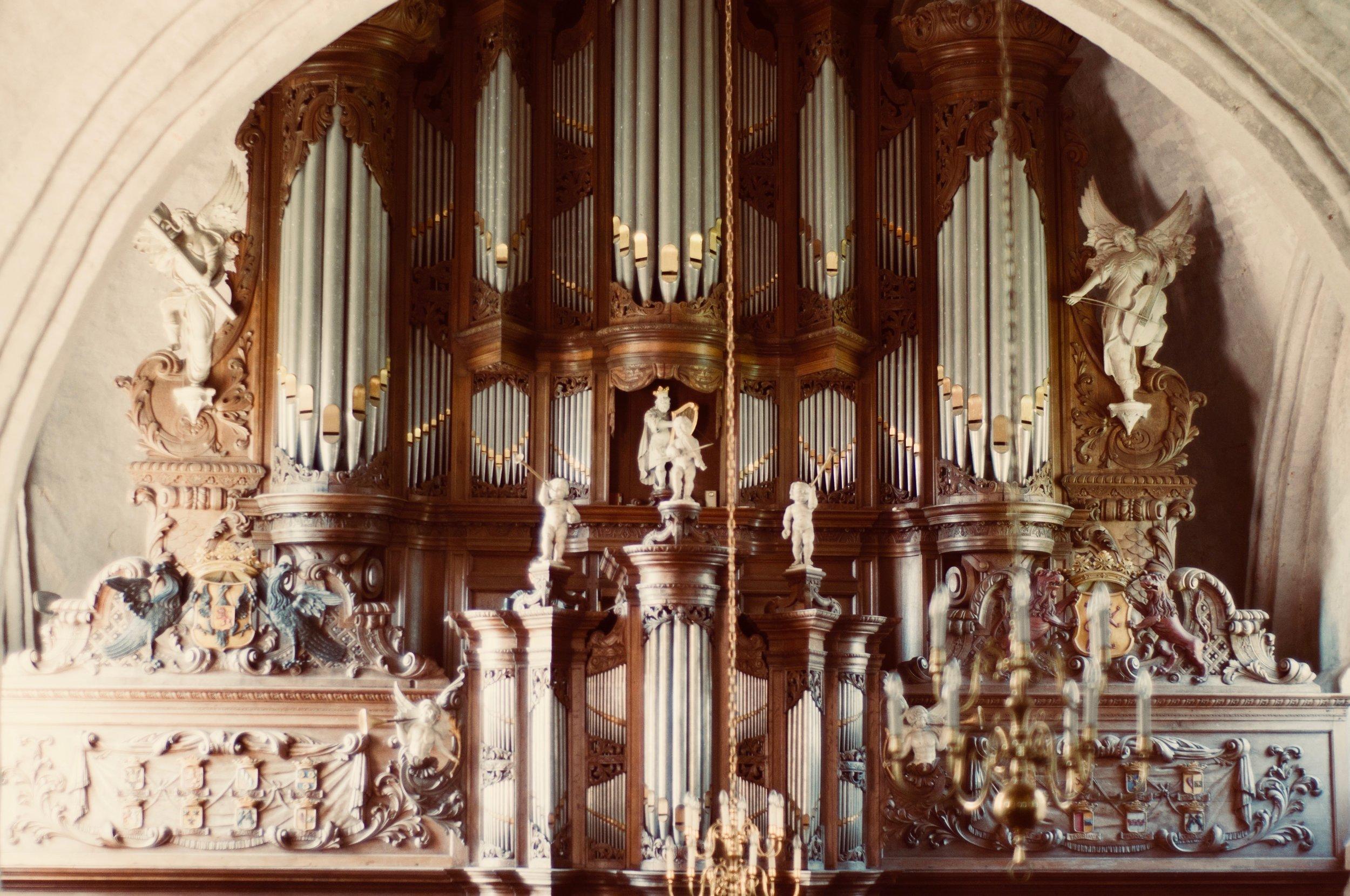 The 1733 Hinsz organ in Leens, Holland. Boston Organ Studio.