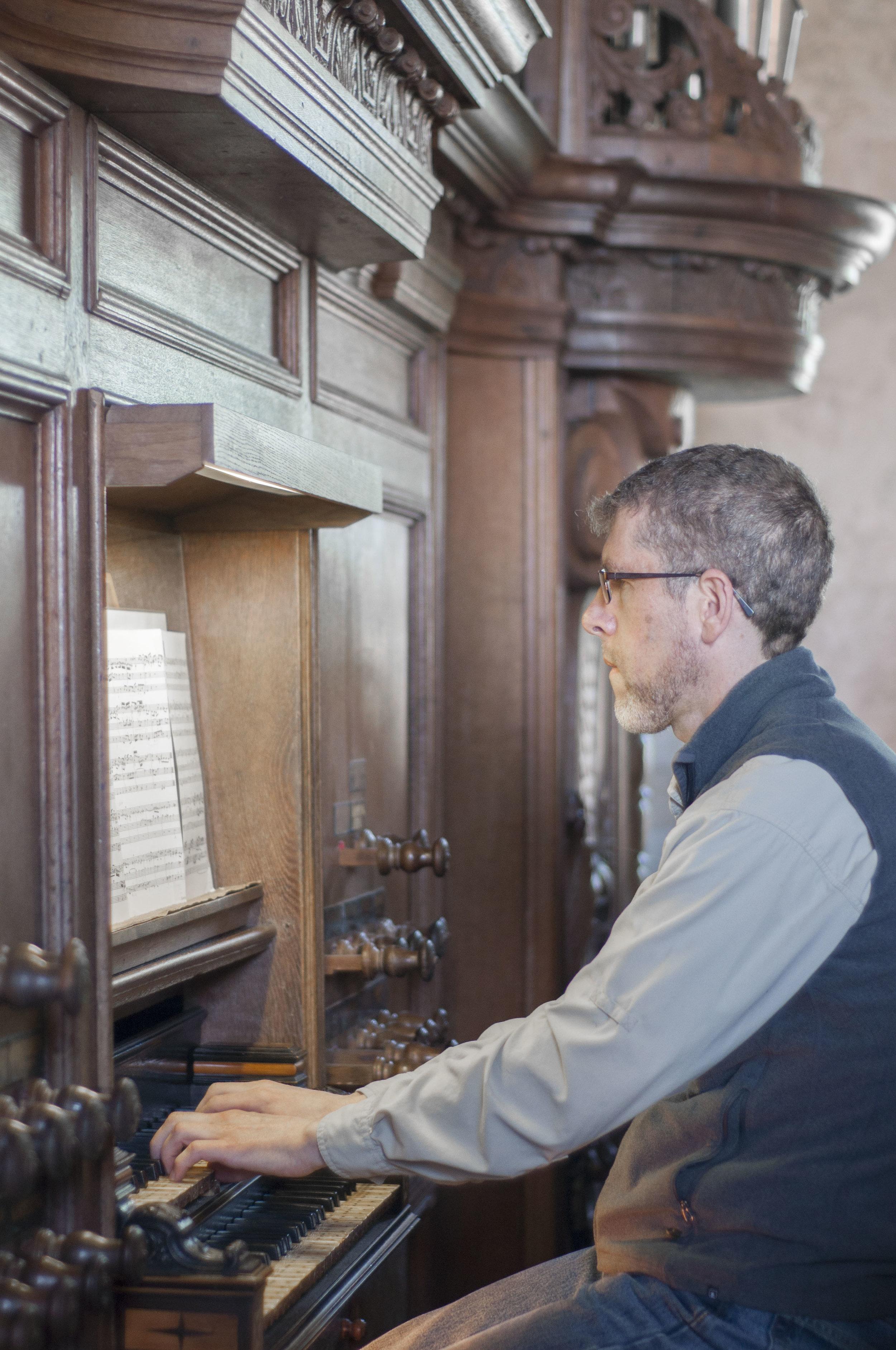 Chris Porter plays the 1733 Hinsz Organ in Leeds, Holland.