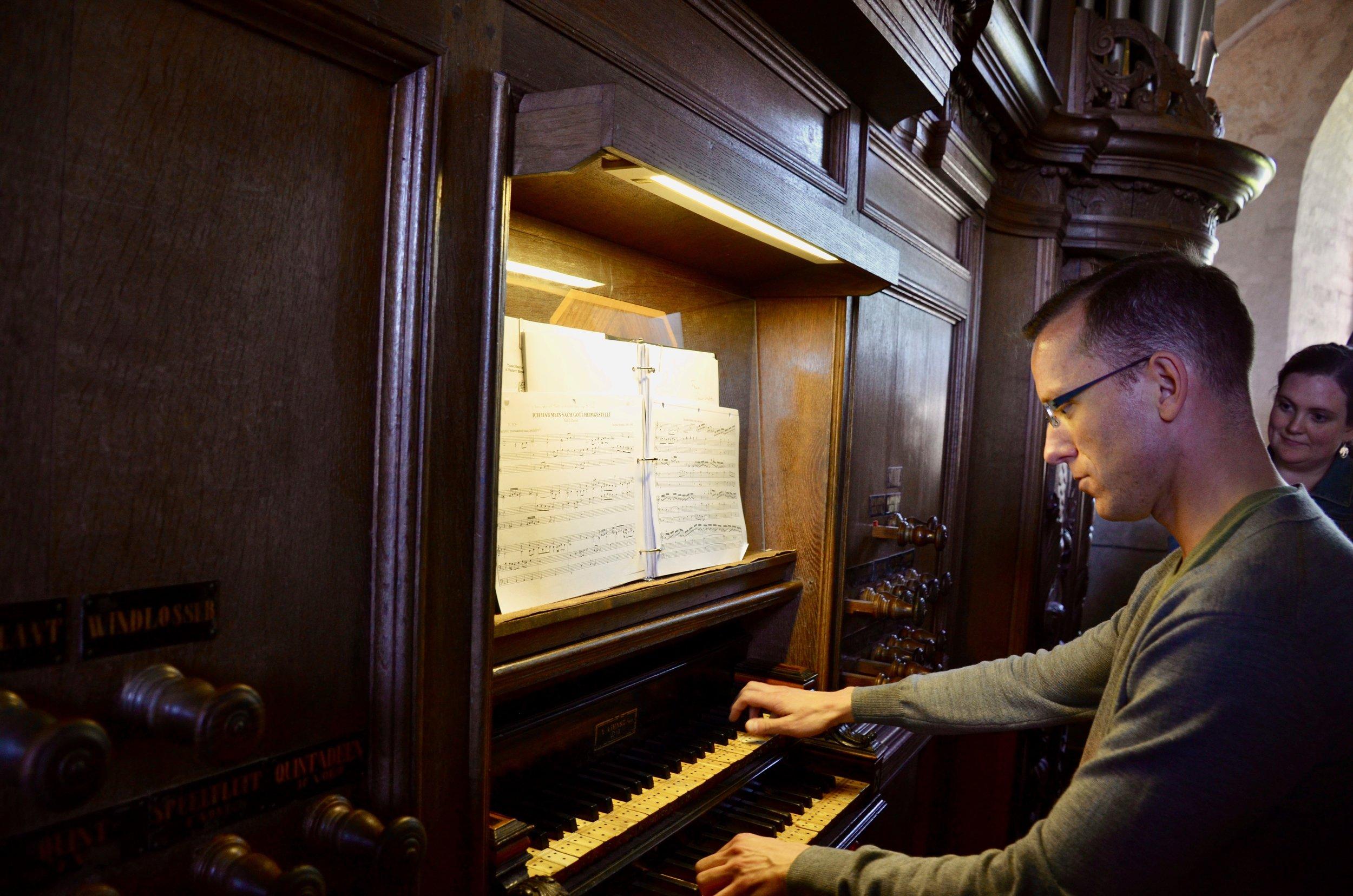 Christian Lane plays the 1733 Hinsz organ in Leens, Holland. Boston Organ Studio.