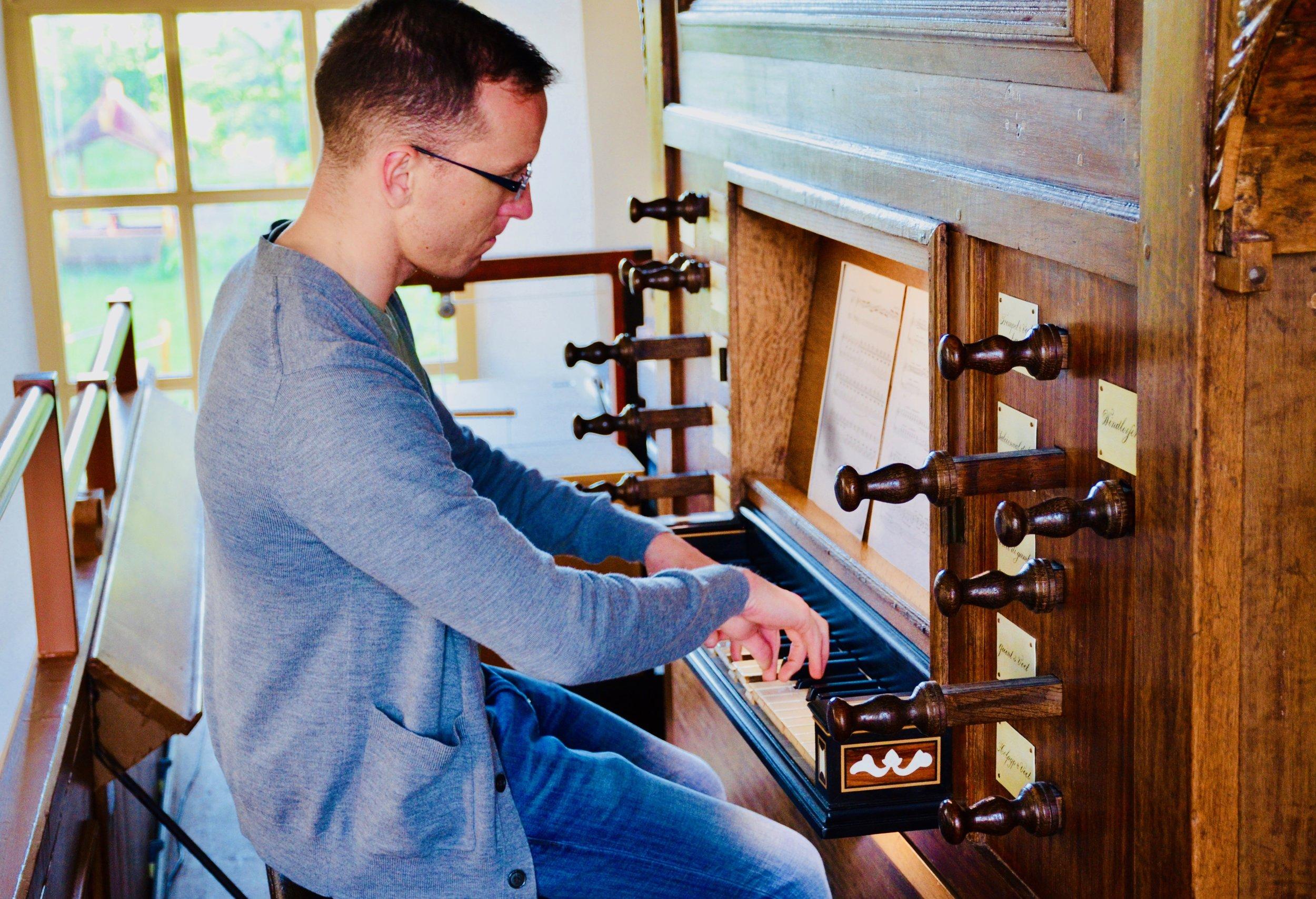 Christian Lane plays the Schnitger organ, Michaëlkerk, Mensingeweer, Holland.