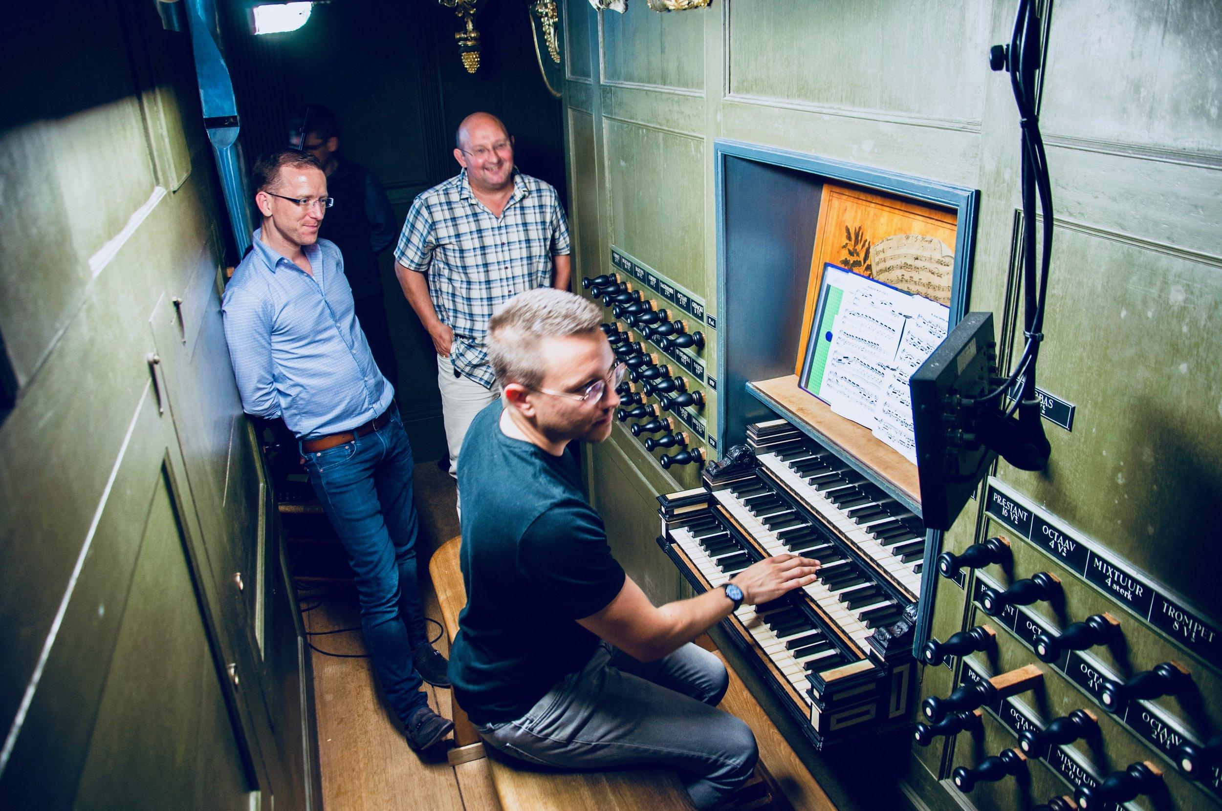 Corey De Tars plays 1692 Arp Schnitger pipe organ, Martinikerk, Groningen, with Christian Lane and Erwin Wiersinga looking on.