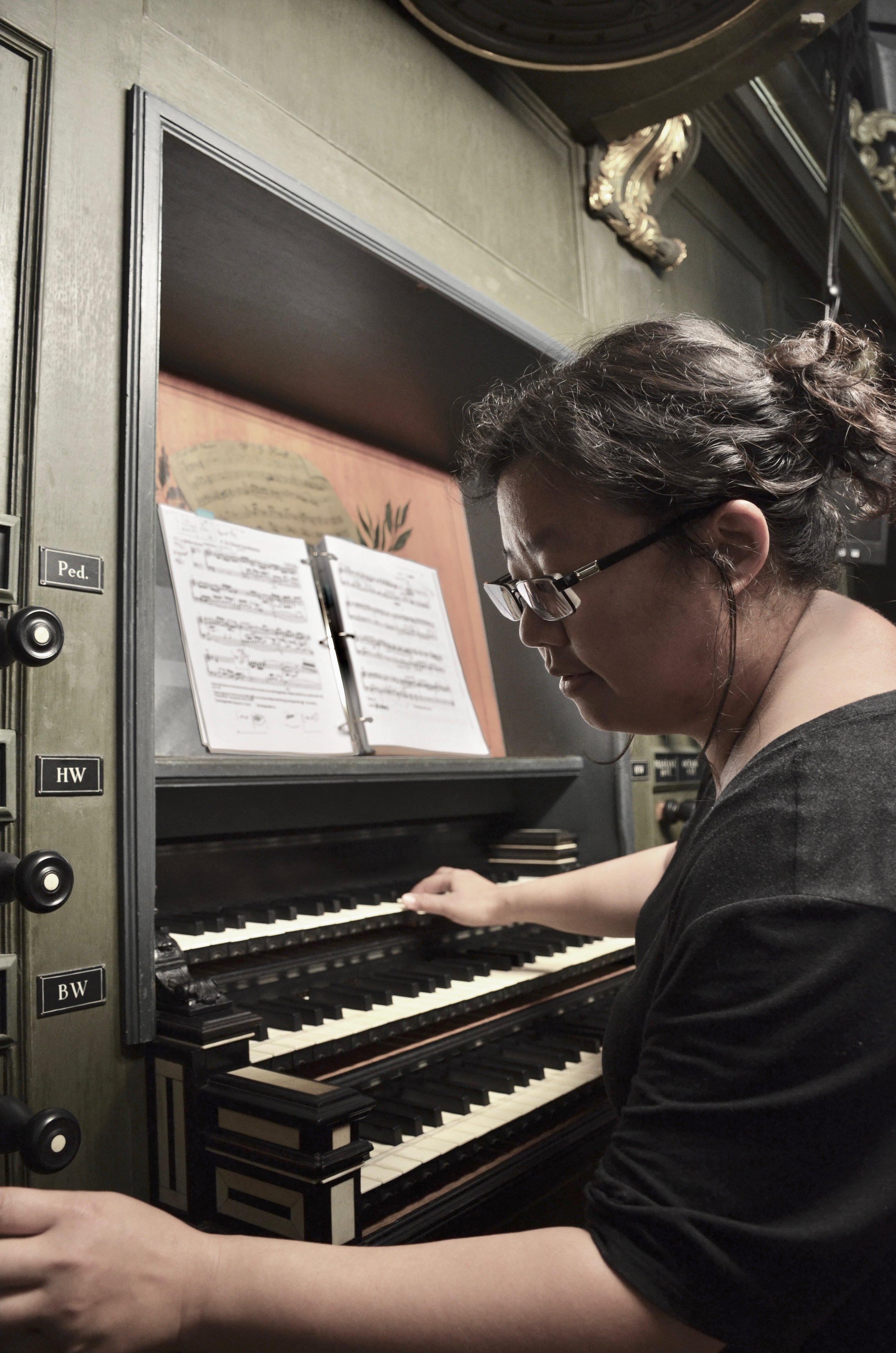 Jennifer Hsiao at the 1692 Arp Schnitger pipe organ, Martinikerk, Groningen.