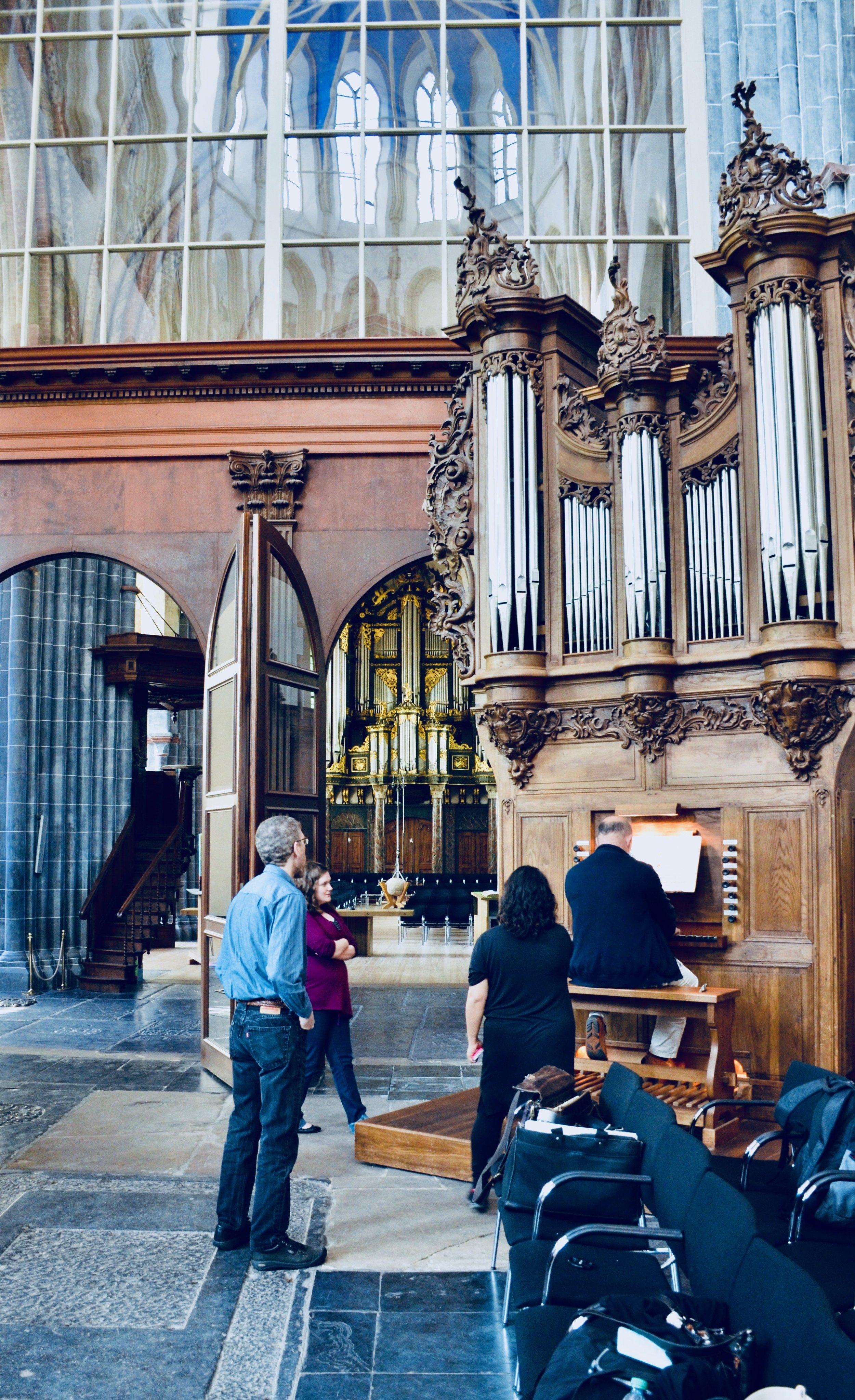 Erwin Wiersinga demonstrates the 1742 Le Picard organ in Martinikerk, Groningen.
