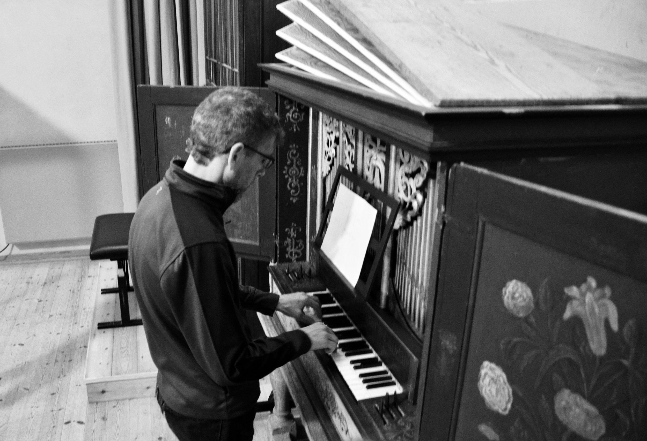 Chris Porter plays the 17th-century Manderscheidt organ at Göteborg University.