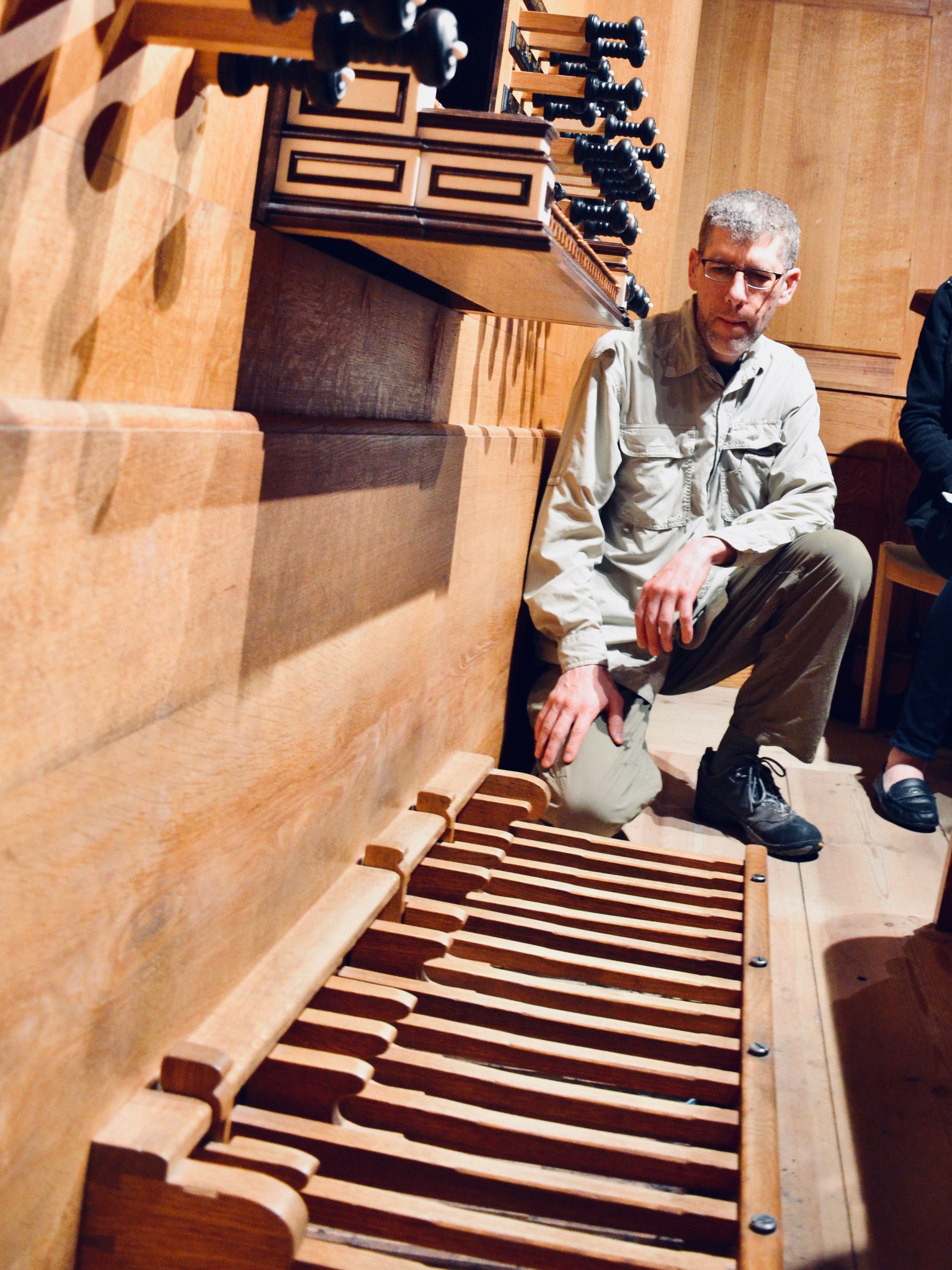 Chris Porter examines the pedal board of the 2000 GoART North German Baroque Research Organ in Örgryte New Church, Göteborg, Sweden.
