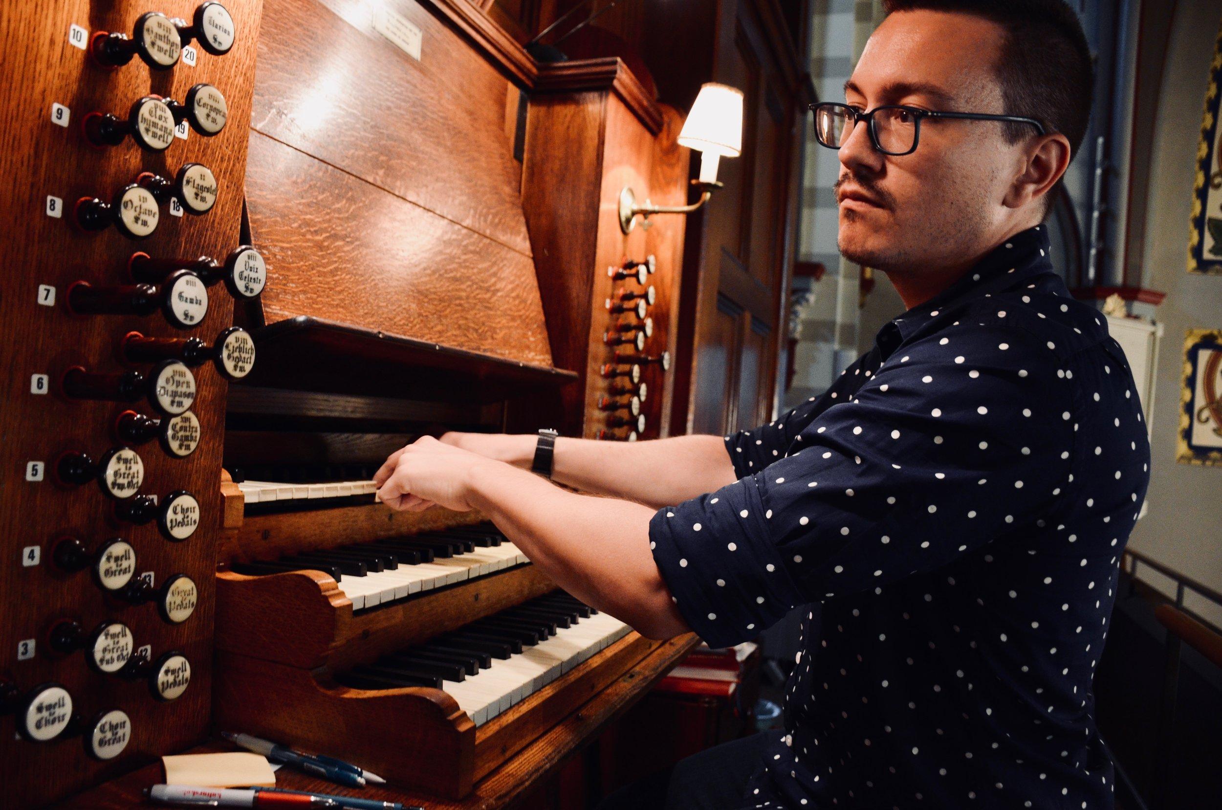 Corey De Tar plays the 1871 Willis Organ in Örgryte New Church, Göteborg, Sweden.