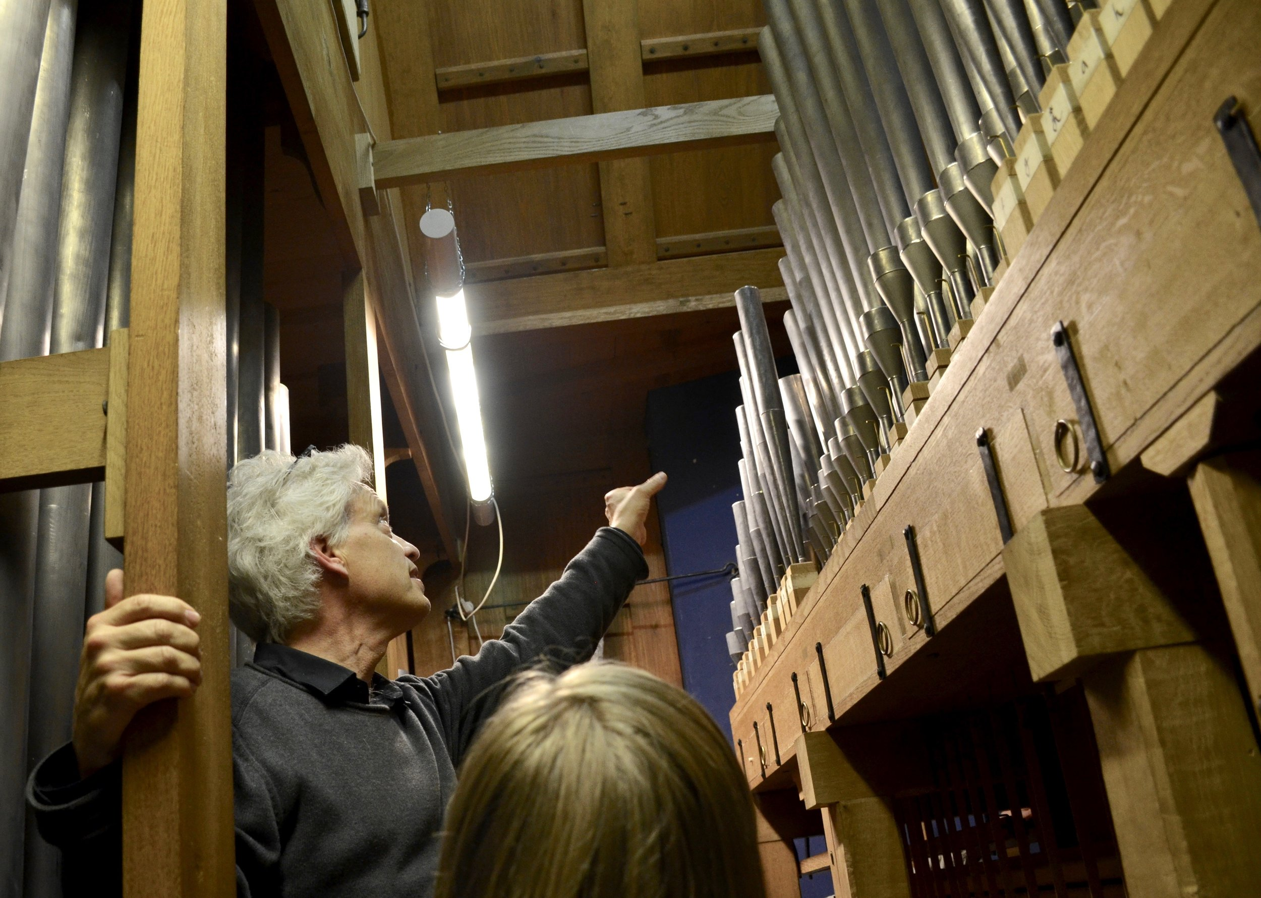 Hans Davidsson points out features of the North German Baroque organ in Göteborg.