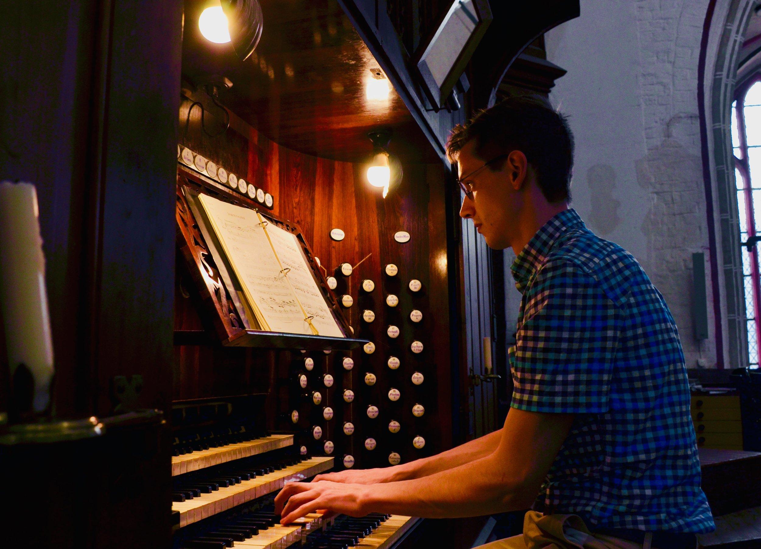 Alex Ross plays the 1871 Ladegast Organ, Schwerin Dom. Boston Organ Studio.