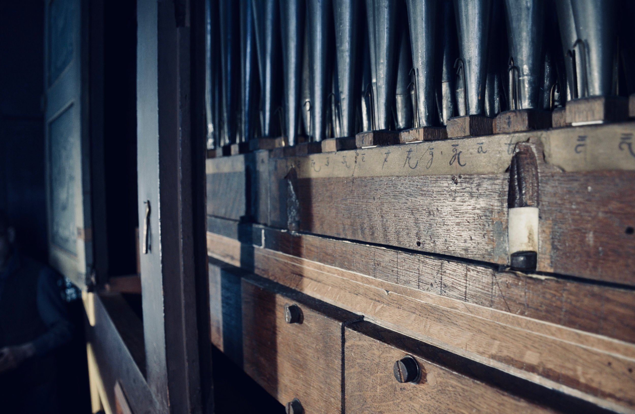 Mechanical detail, 1669–73 Huß/Schnitger organ in St. Cosmæ, Stade. Boston Organ Studio.