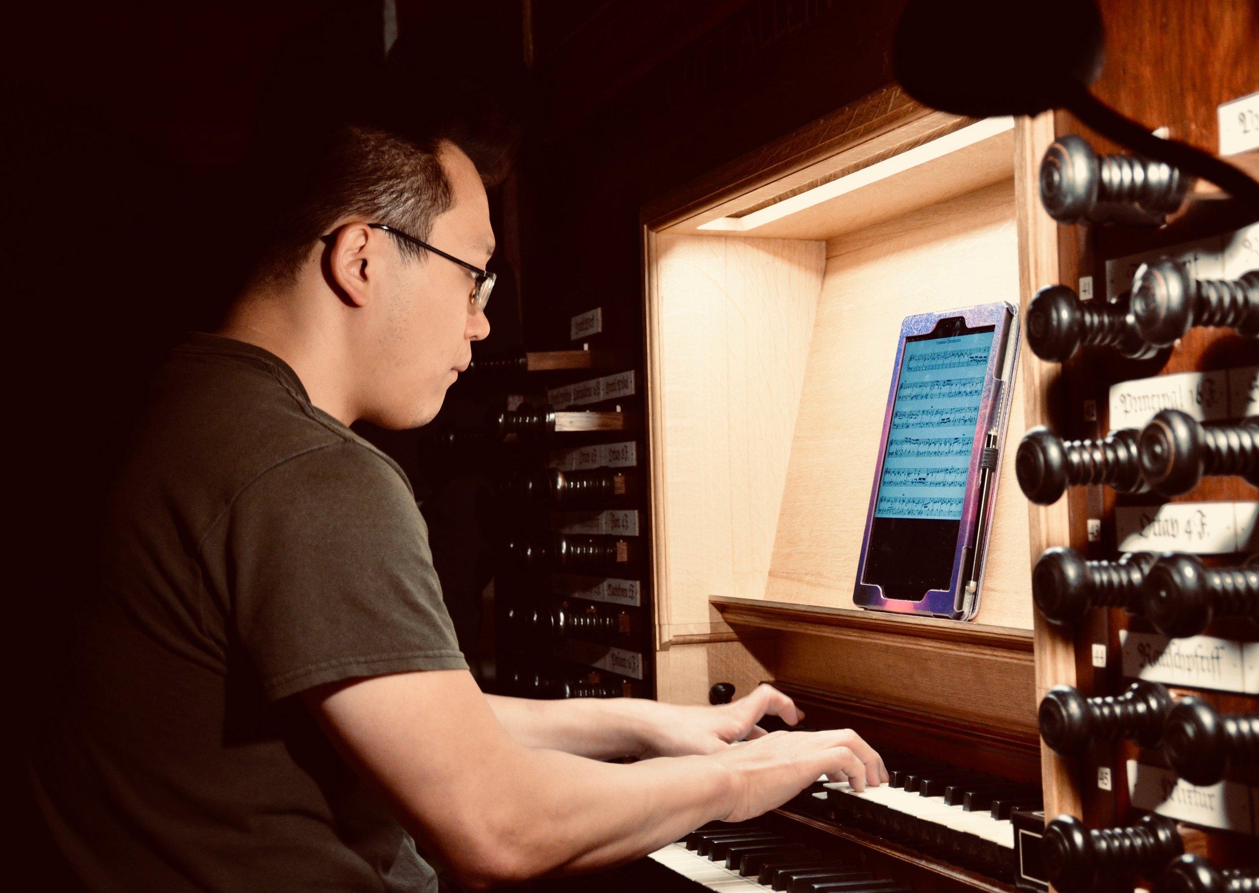 Adrian Cho plays the 1688 Schnitger Organ, St. Pankratius, Neuenfelde, Germany. Boston Organ Studio.
