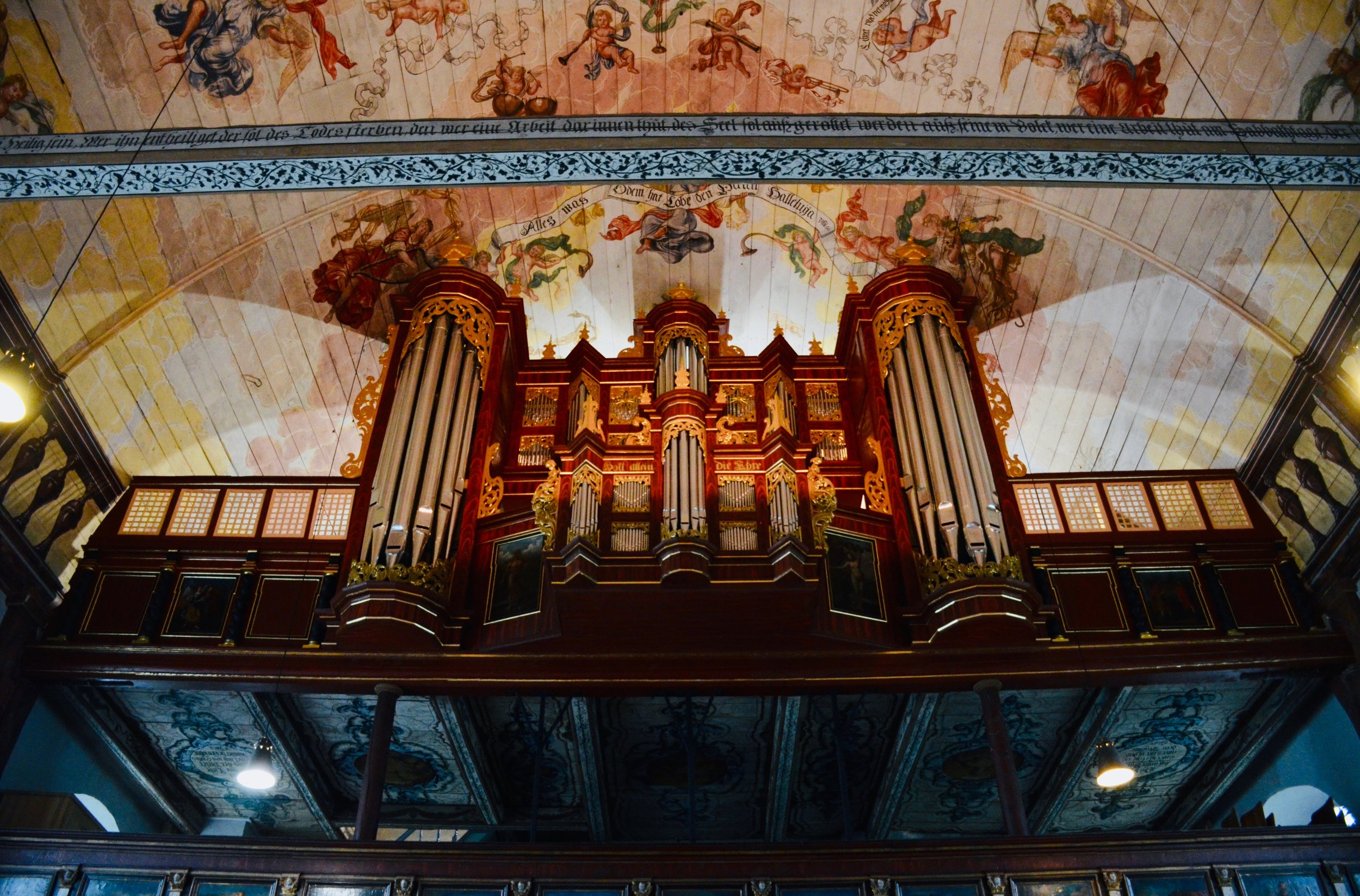 1688 Schnitger organ in Neuenfelde, Germany.