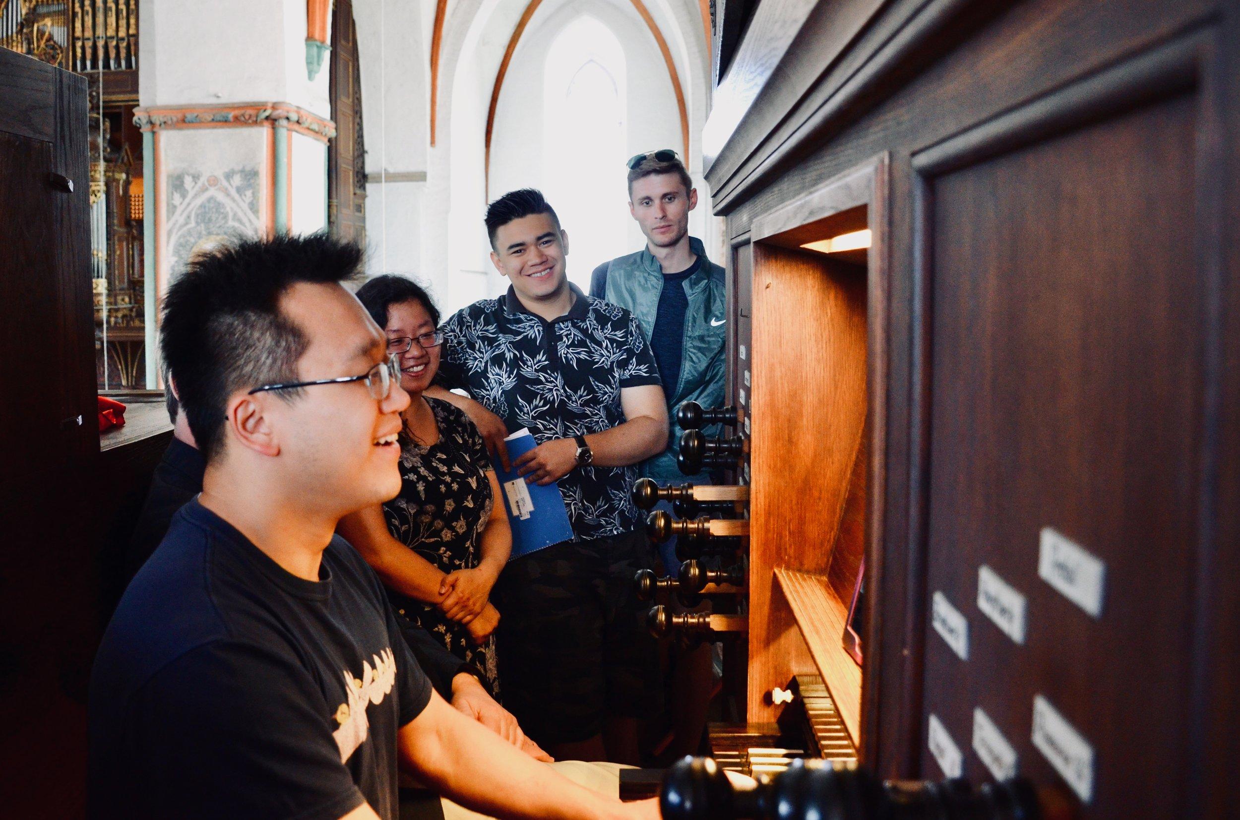 Adrian Cho plays the 1637 Stellwagen Organ, St. Jakobi, Lübeck.