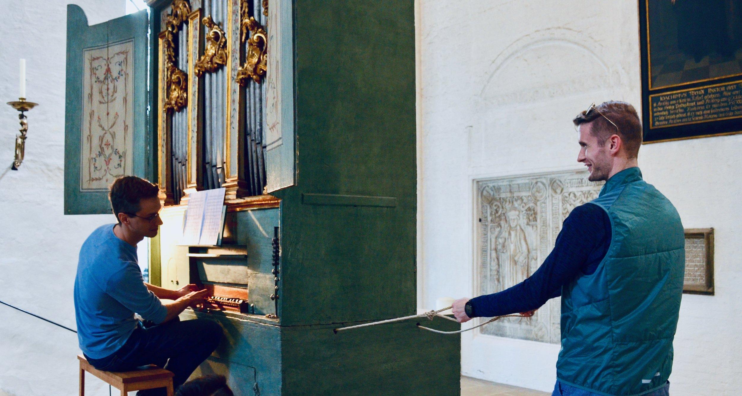 Alex Ross plays the 1777 Italian Baroque organ in Lübeck Dom.