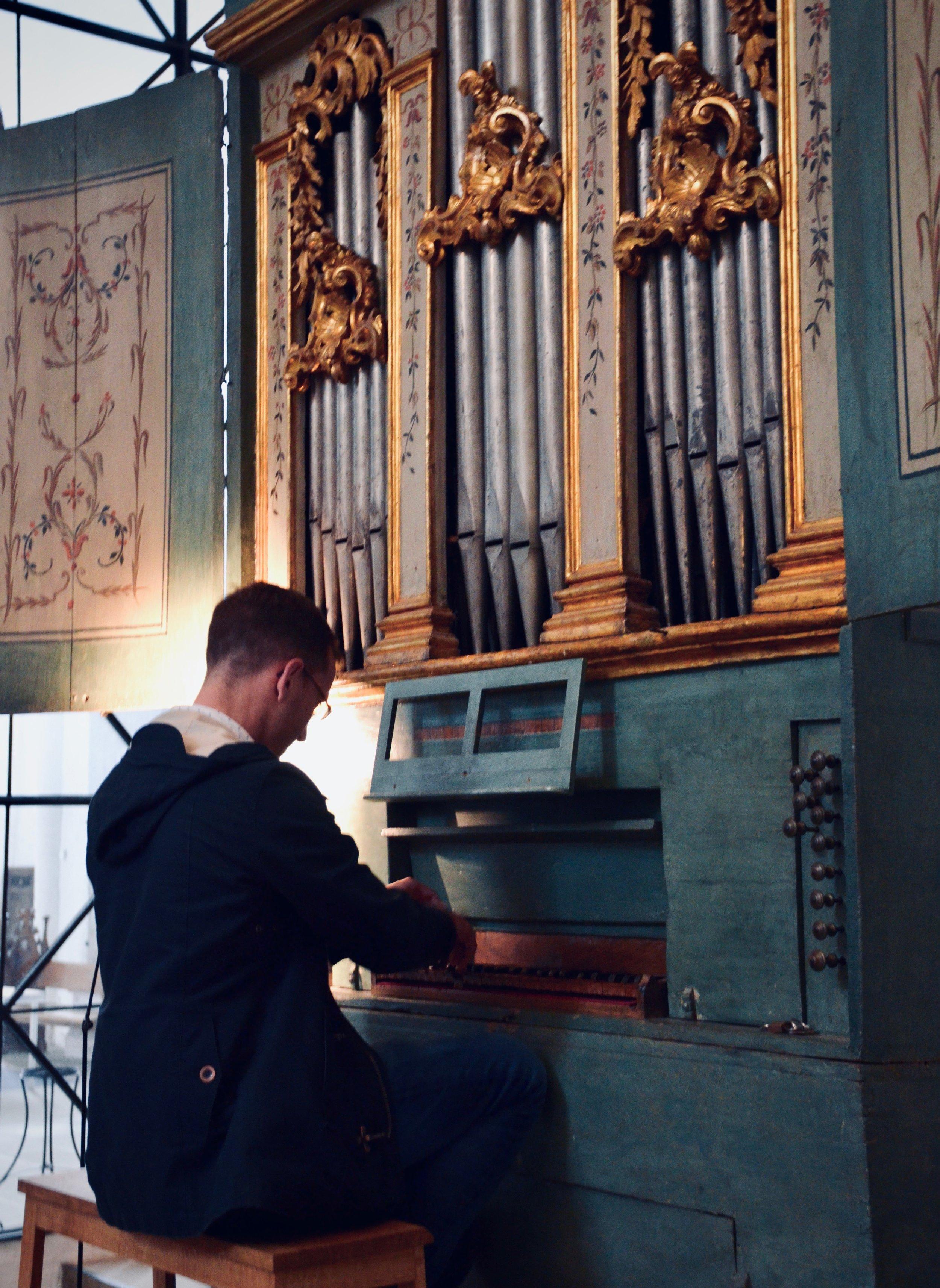 Christian Lane plays the 1777 Italian Baroque organ in Lübeck Dom.