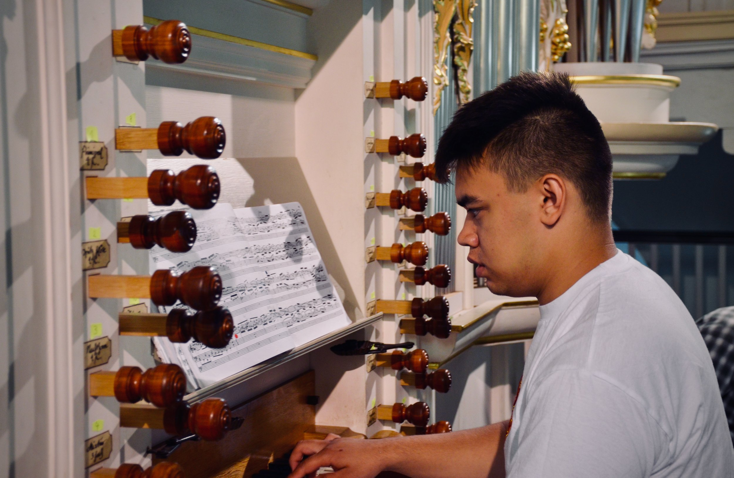 Alexander Straus-Fausto plays the reconstructed Wender Organ (1703/2000) in Bachkirche, Arnstadt.