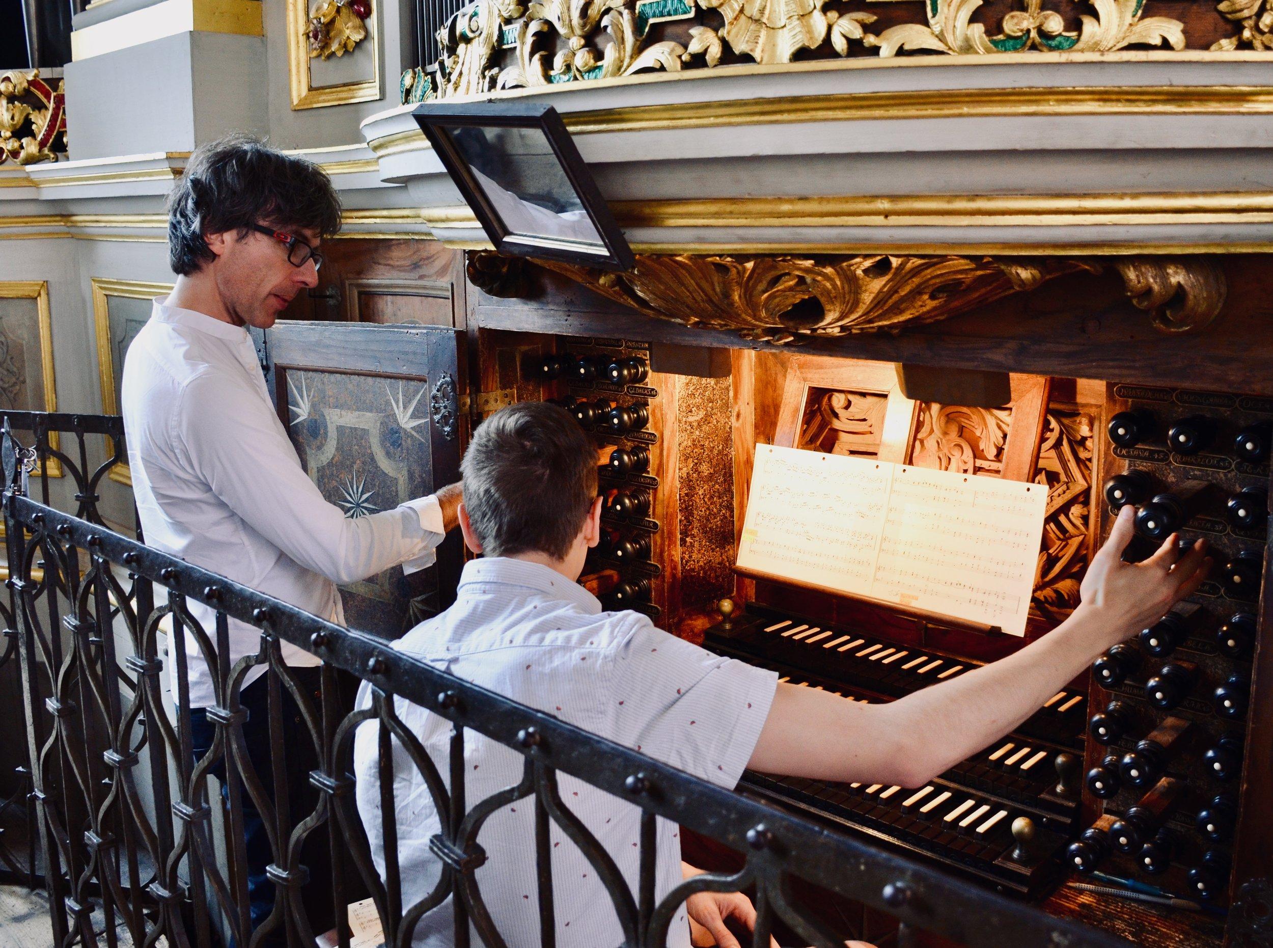 Albrecht Koch assists Alex Ross at the 1714 Gottfried Silbermann organ in Freiberg Dom.