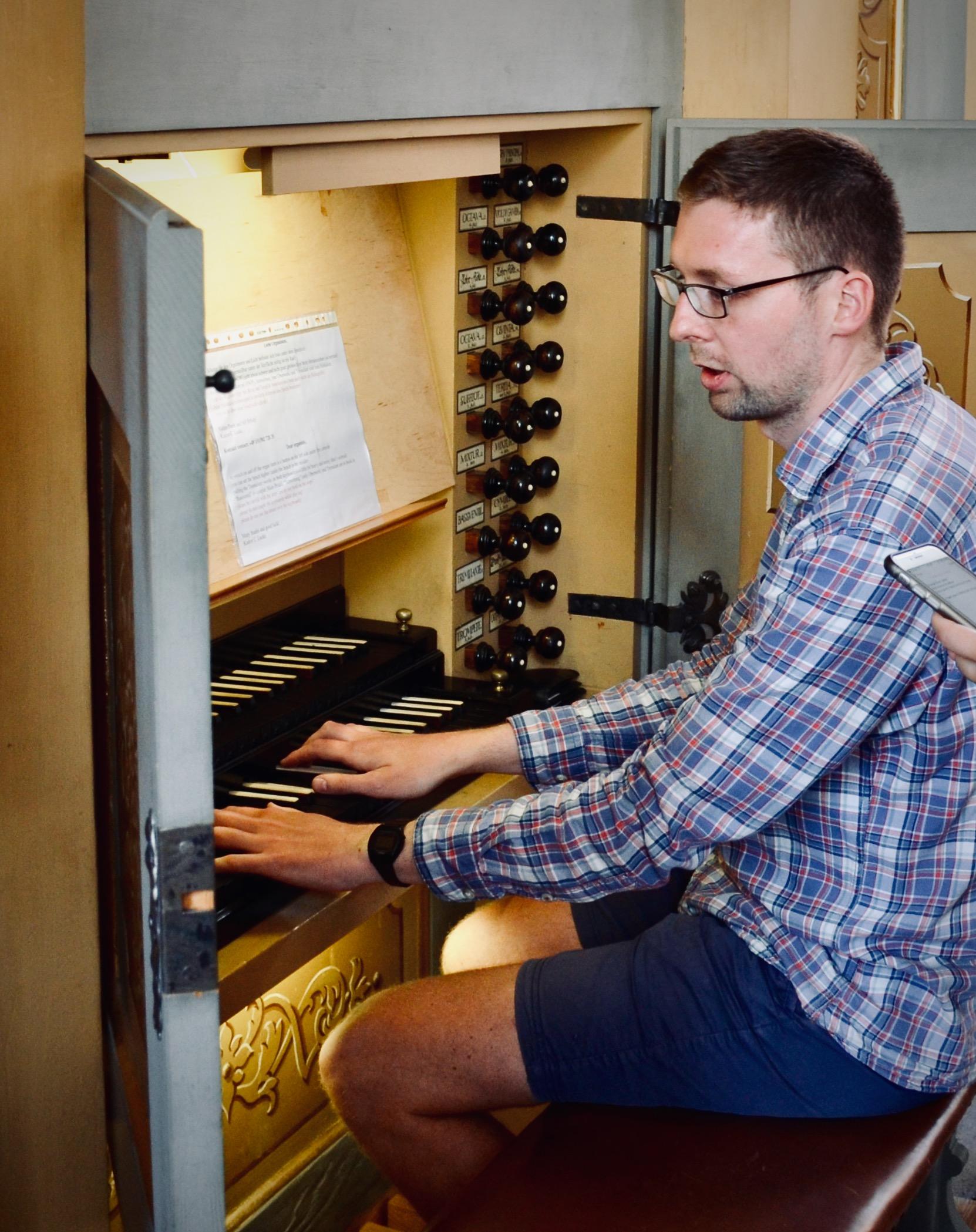 Clemens Lucke demonstrates the 1735 Gottfried Silbermann organ, St. Petrikirche, Freiberg.