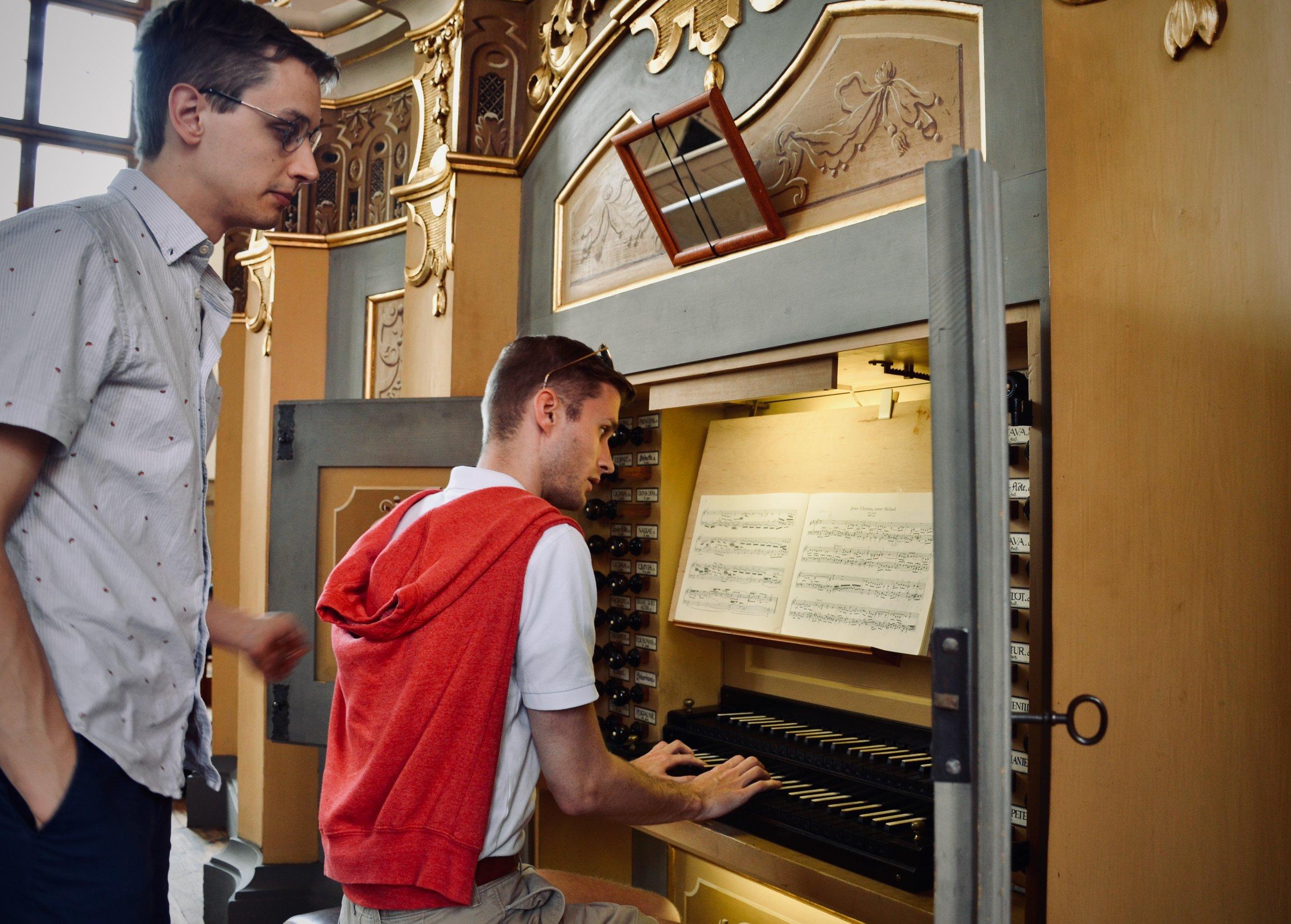 Evan Currie plays the 1735 Gottfried Silbermann organ, St. Petrikirche, Freiberg.