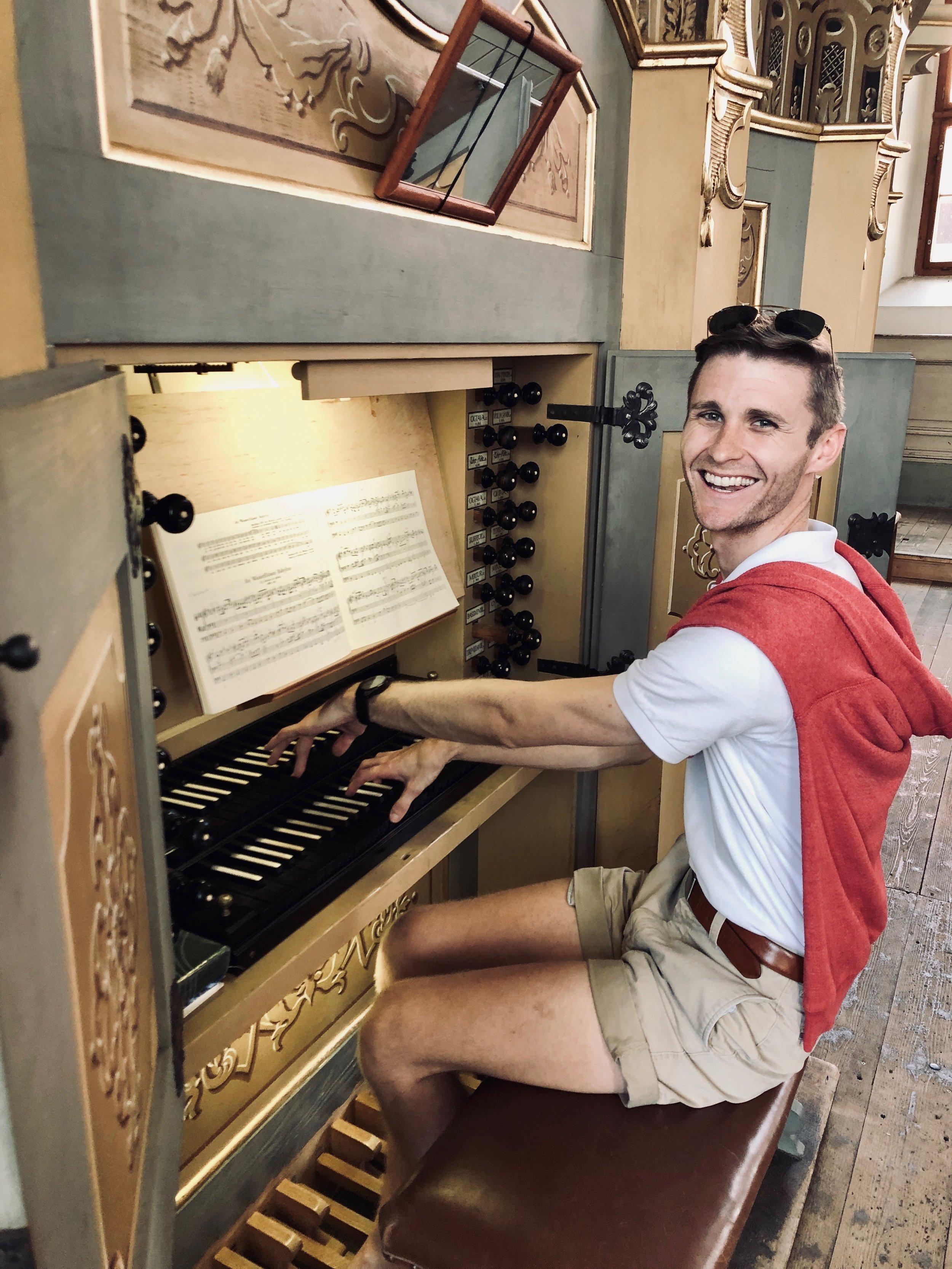 Evan Currie is all smiles at the 1735 Gottfried Silbermann organ, St. Petrikirche, Freiberg.
