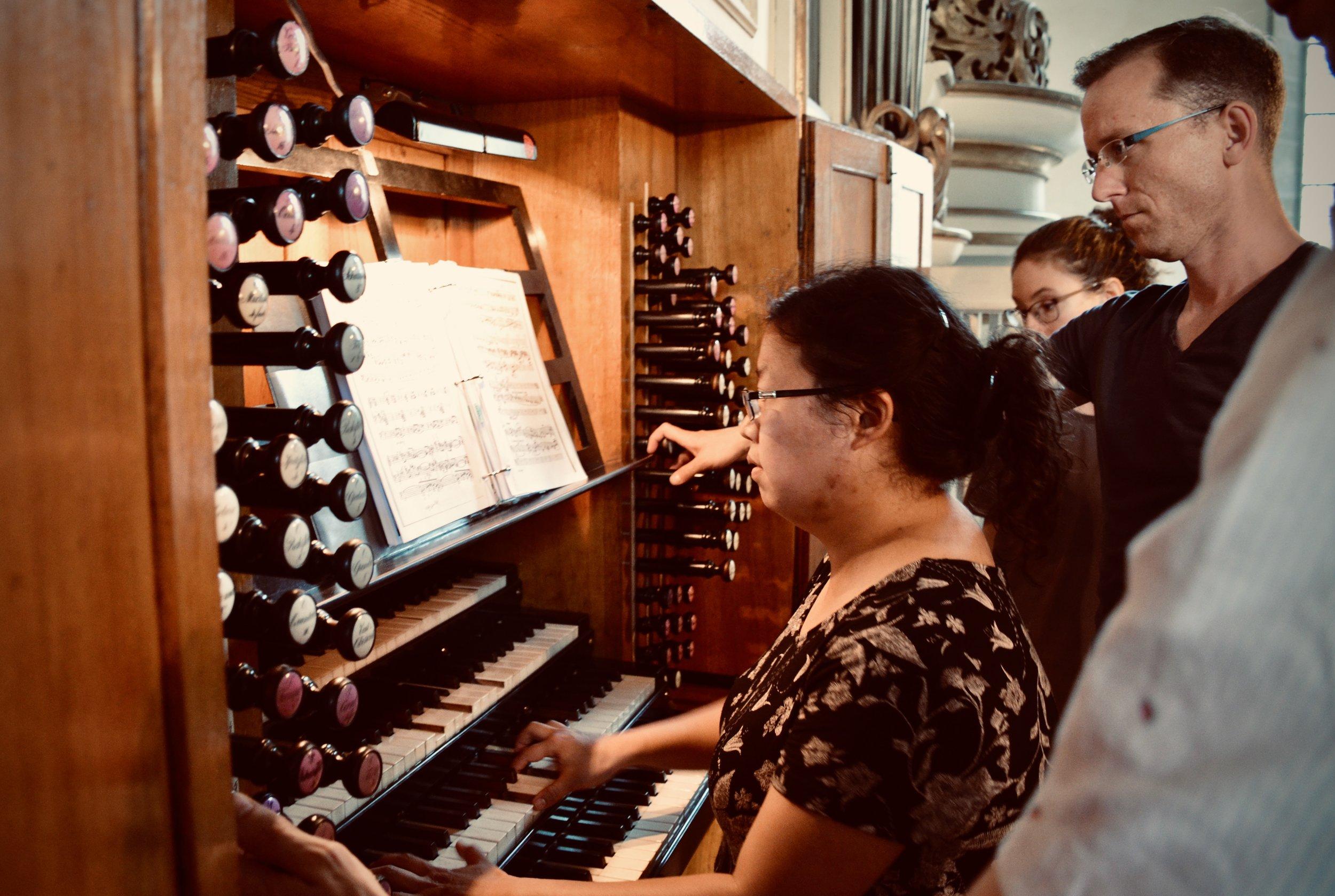 Jennifer Hsiao plays the 1855 Ladegast Organ, Merseburg Dom.