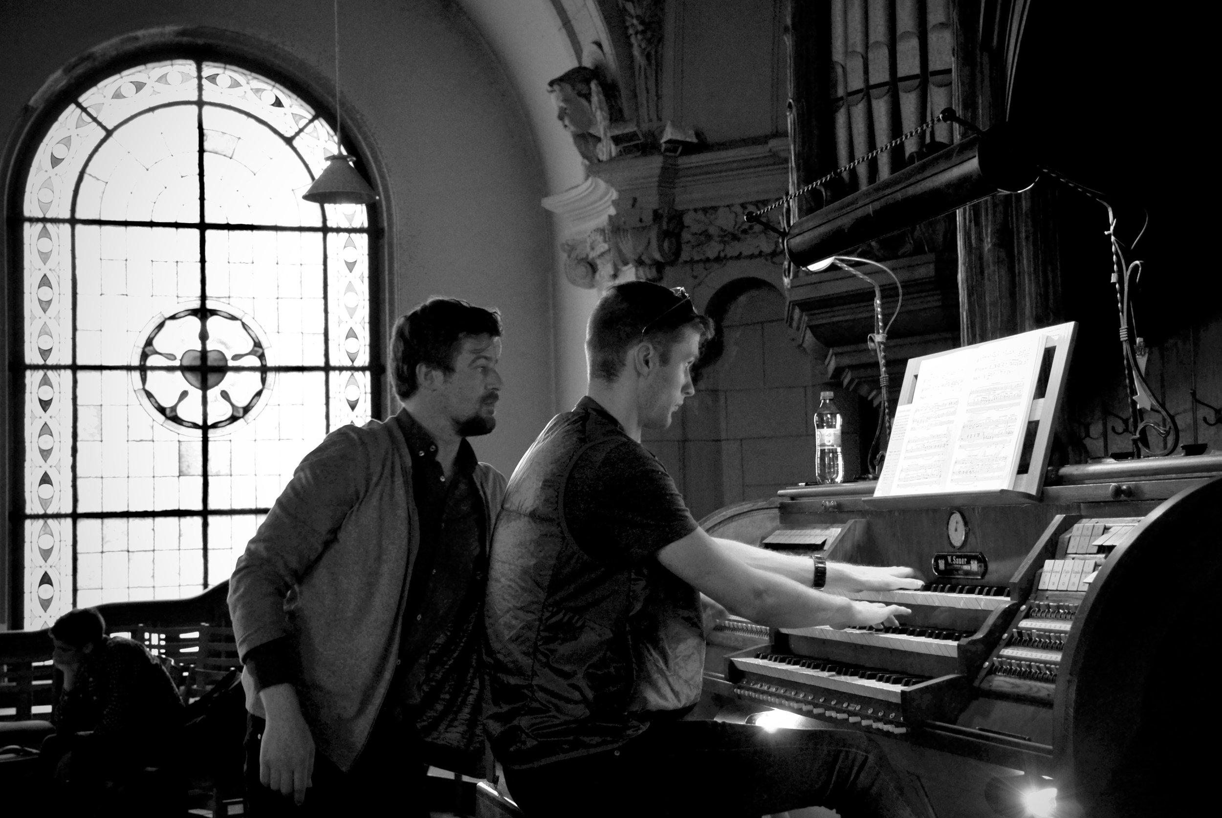 Martin Sturm assists Evan Currie, 1904 Sauer Organ, Michaeliskirche, Leipzig
