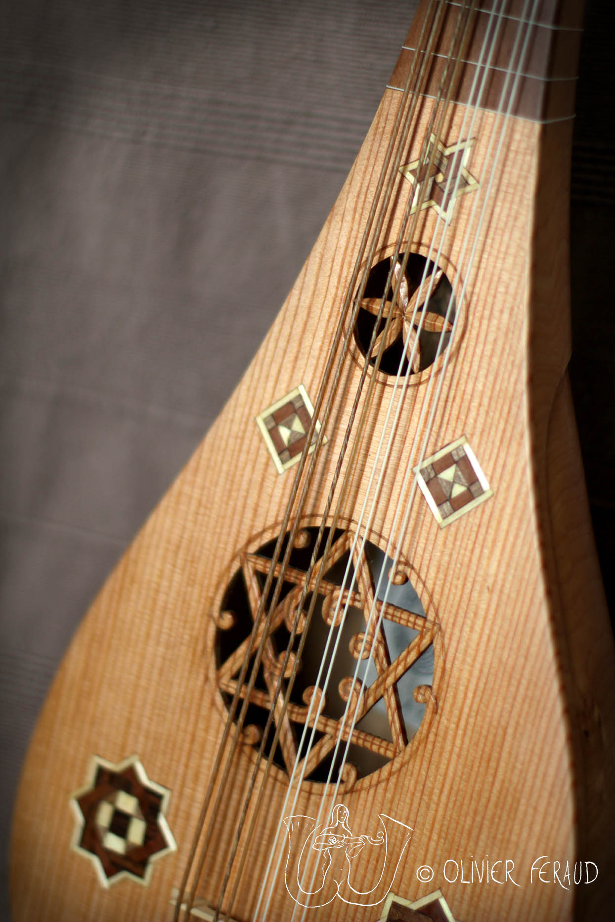 guiterne finie table - logo.jpg