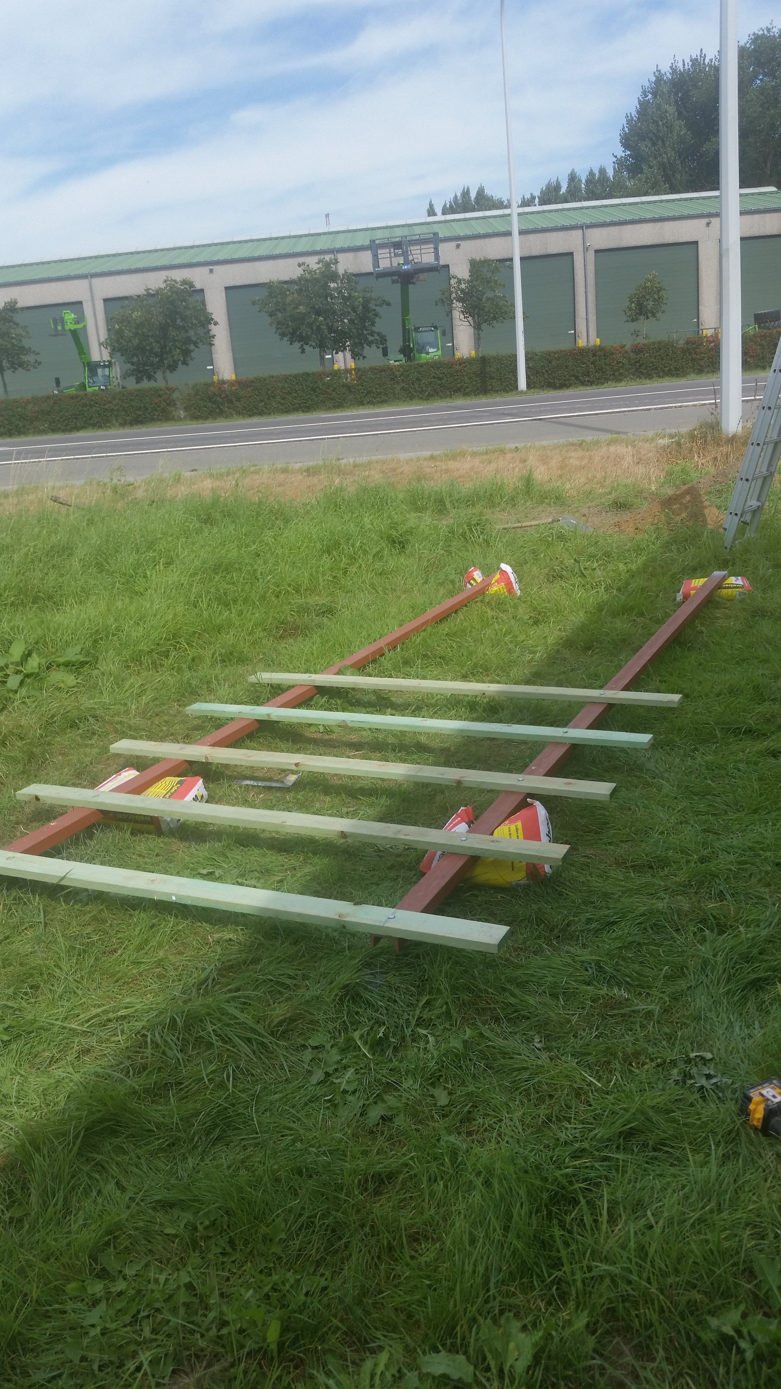 Reclamebord op staken