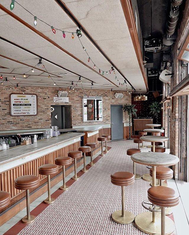 Shaping up to be one of those perfect @estereo_chicago days 😎☀️✌️~ . . . . #interiors #interiordesign #interiorphotography #apartmenttherapy #interiorinspo #interiorwarrior #createexplore #createcommune #designinspo #travelphotography #mytinyatlas  #restaurantsdecor #designrestaurants #bardesign #restaurantdesign #hospitalitydesign #worldsbestbars #cocktailbars