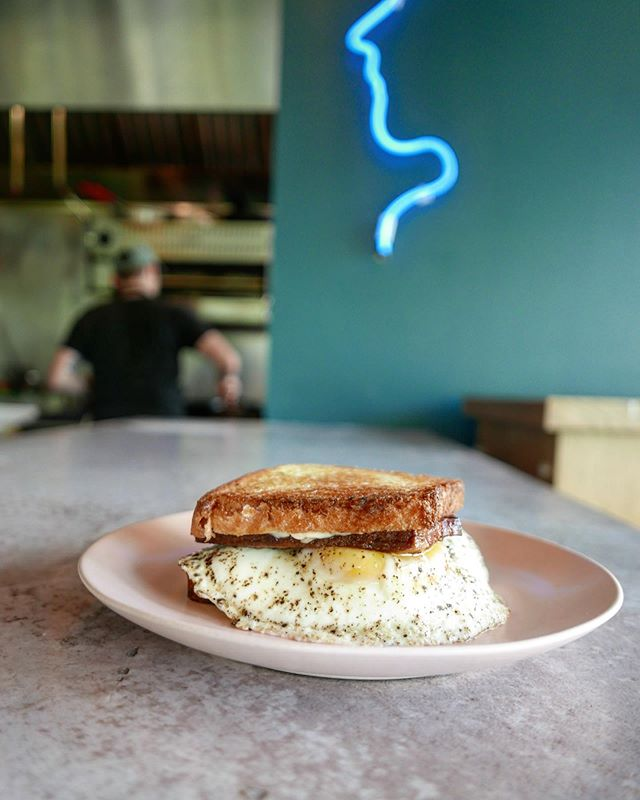 BREAKFAST BLT 🍳 🍅 🥓 🍞 🥬 . . . . #eater #eeeeeats #eaterchicago #312food #brunching #blt #bltsandwich #brunchlife #infatuationchi