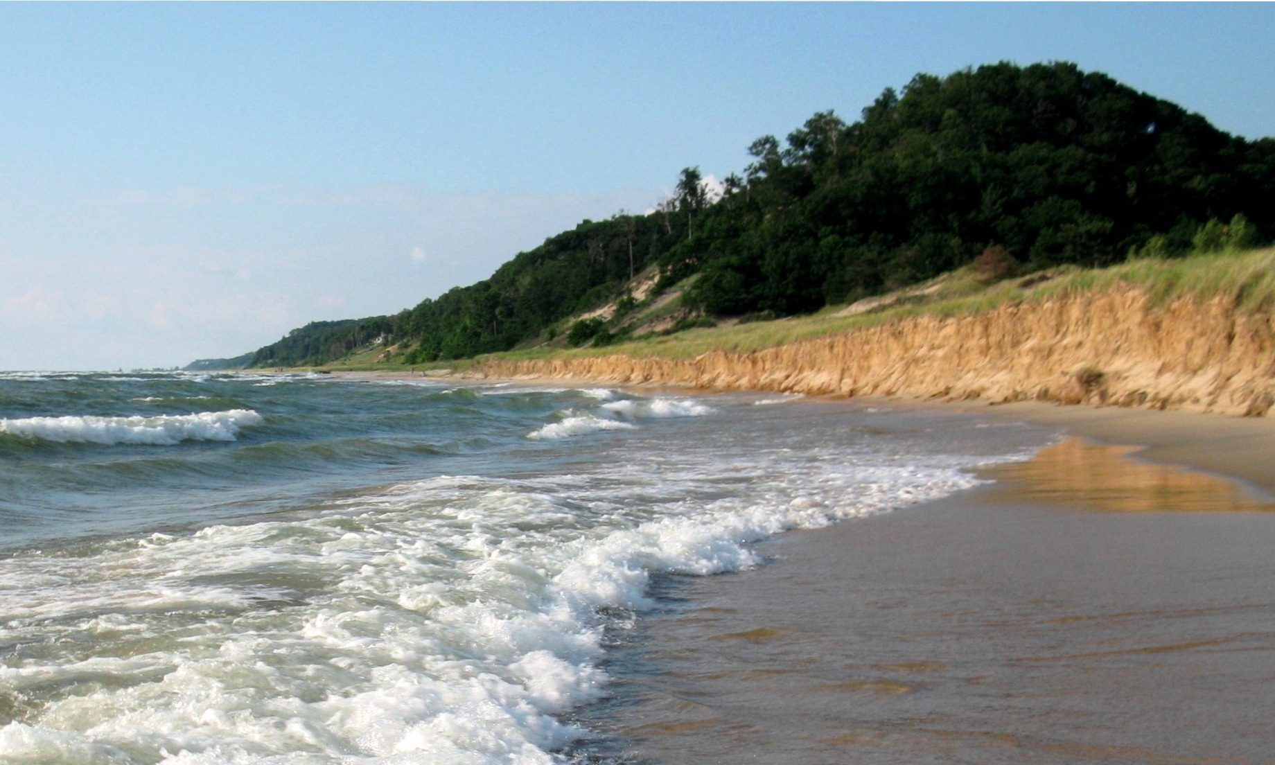 Water_and_Covered_Dune,_Looking_North,_Saugatuck_Dunes_State_Park,_Michigan