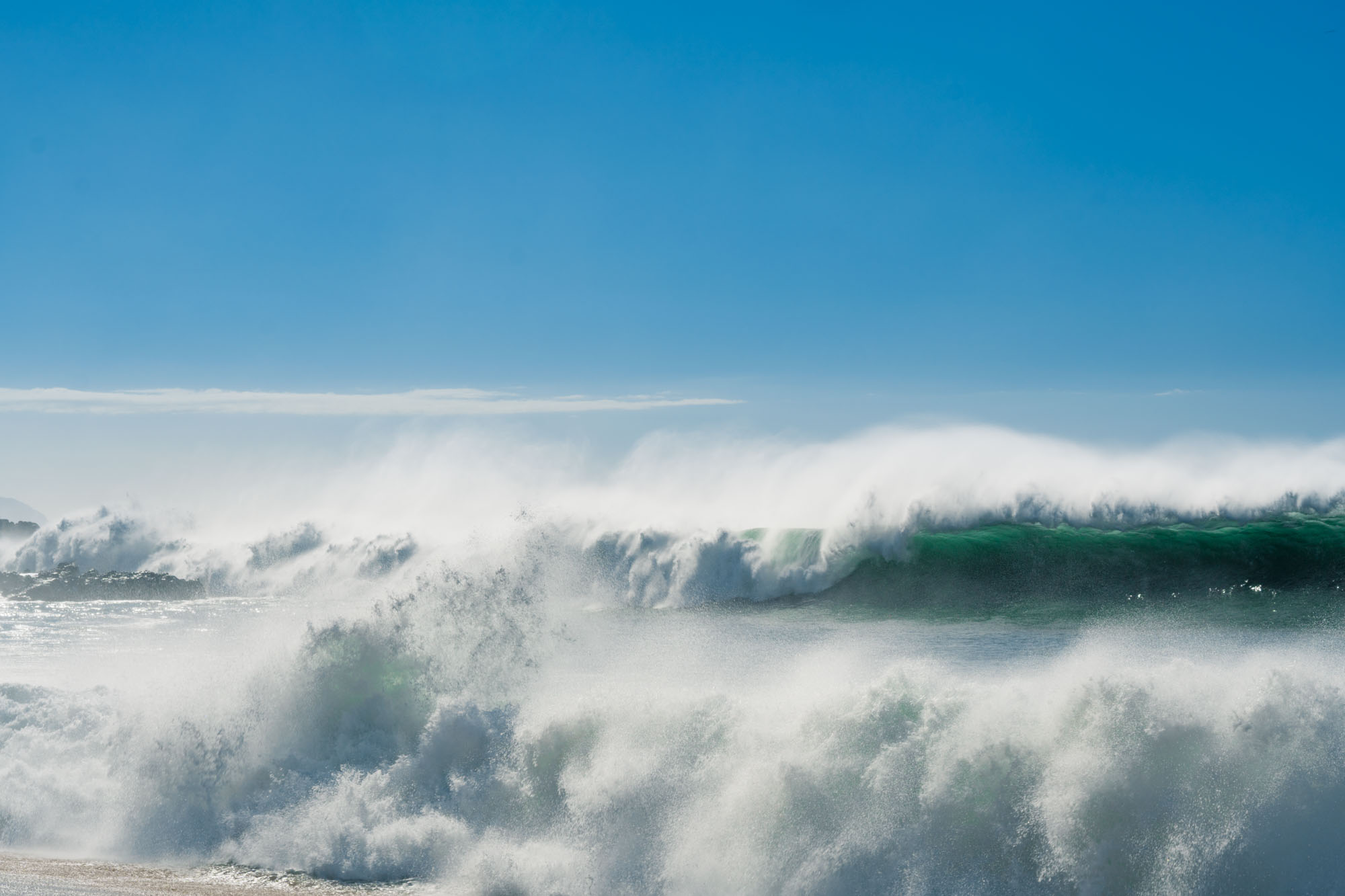 First large swells hitting the North Shore (18ft)