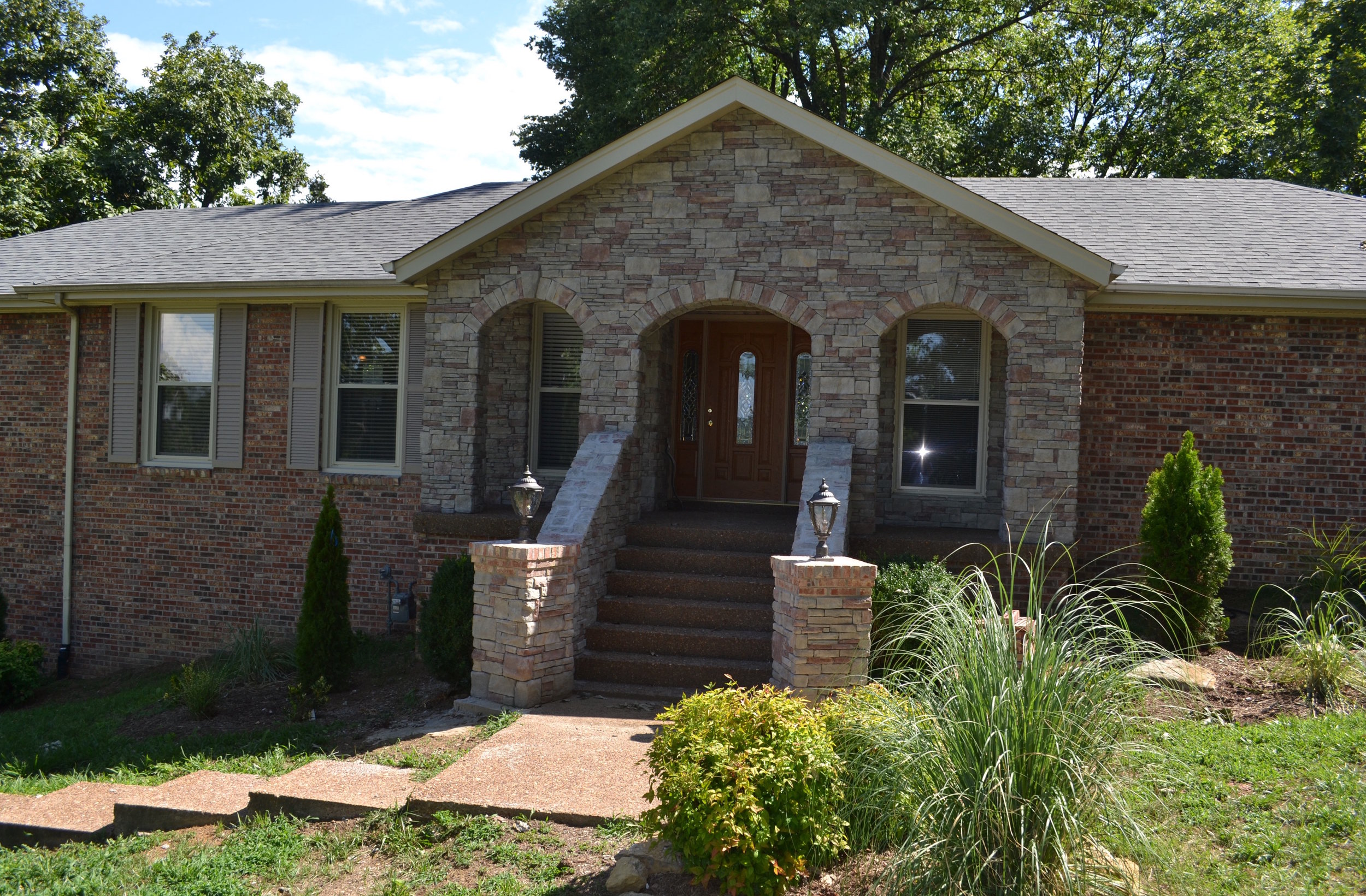 127 Caldwell Dr RENTED   HENDERSONVILLE :  Single Family Home:  3Br 3Ba + 2 Car Garage + Fireplace + Deck + Covered Porch + 3/4 Acre