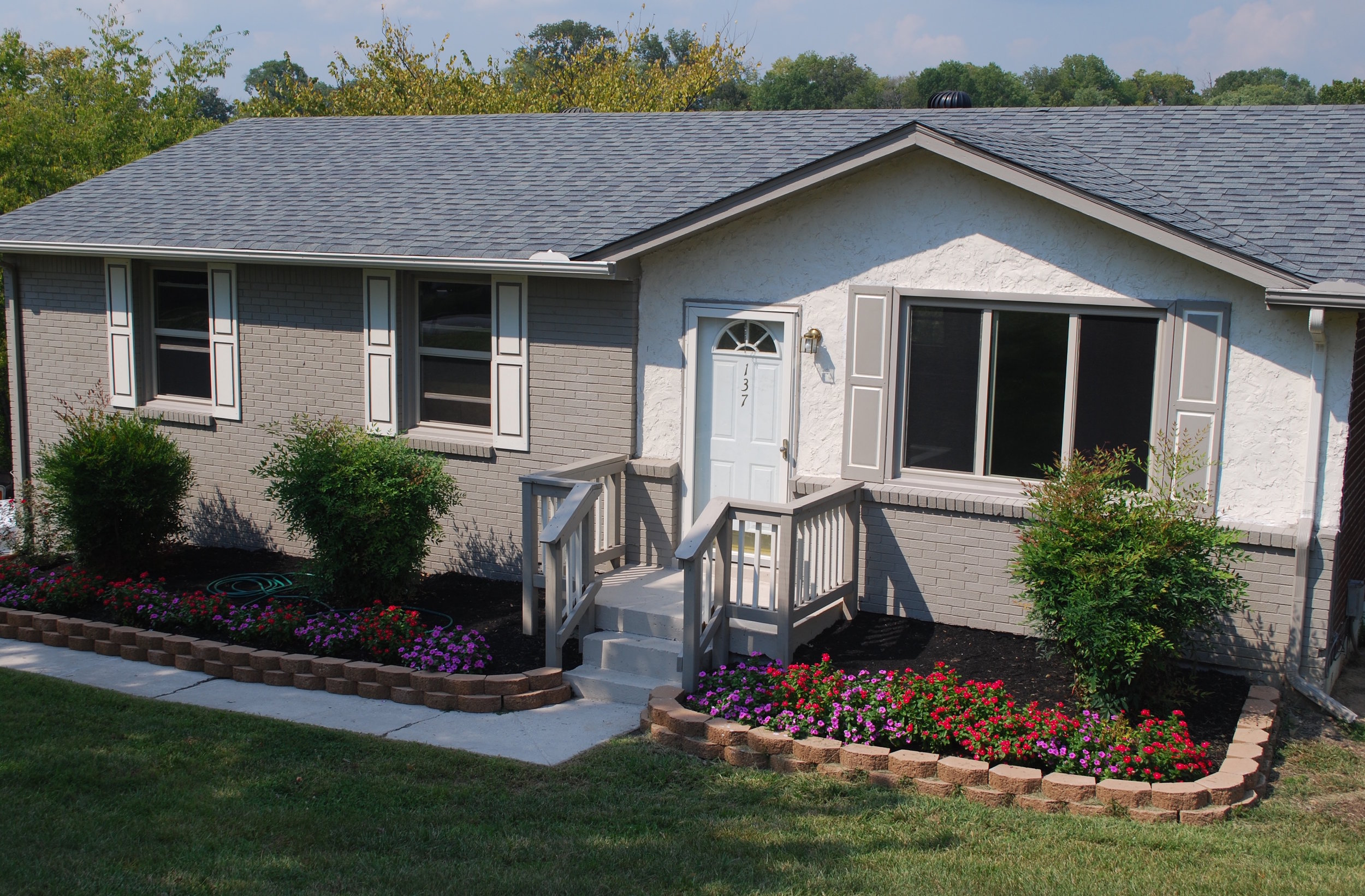 137 Two Valley JUST RENTED (100% REMODELED) HENDERSONVILLE: Single Family Home  3Br 1Ba + Deck + 1 Acre